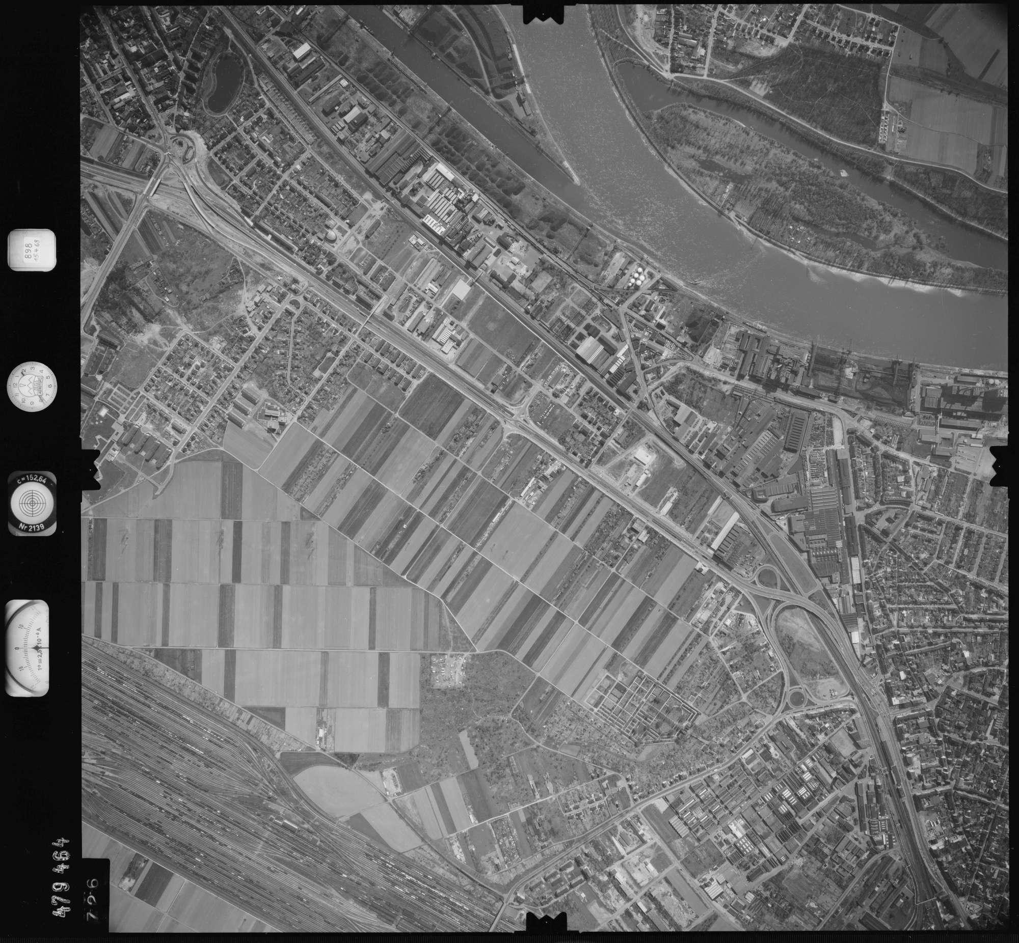 Luftbild: Film 898 Bildnr. 726, Bild 1