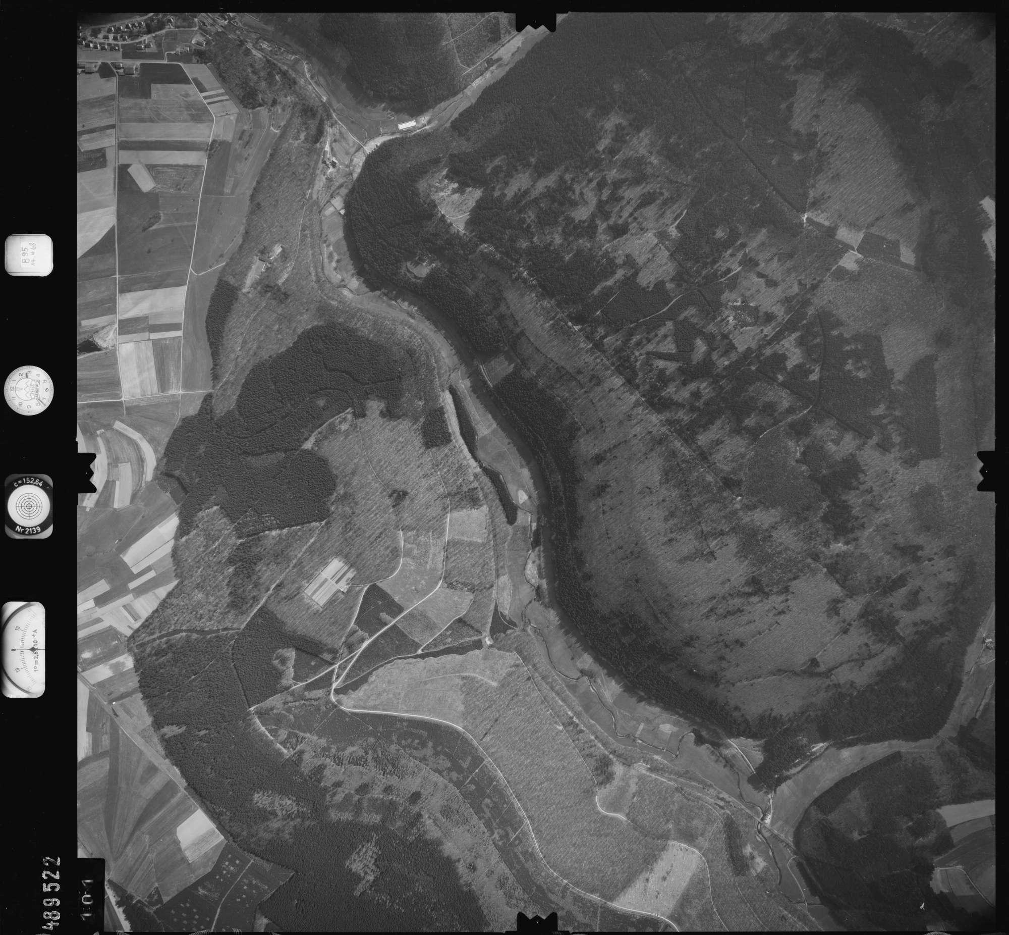 Luftbild: Film 895 Bildnr. 101, Bild 1