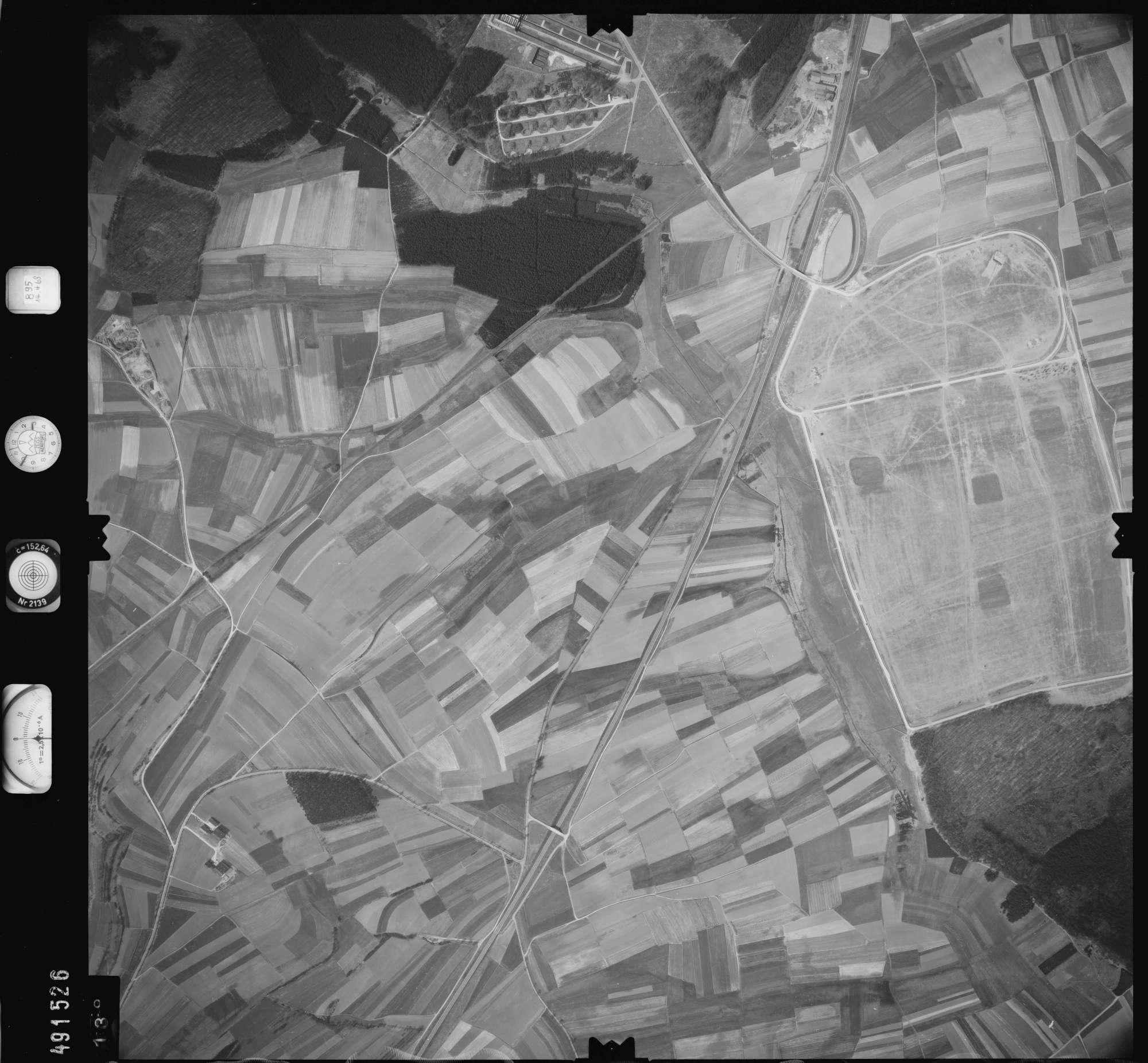 Luftbild: Film 895 Bildnr. 138, Bild 1