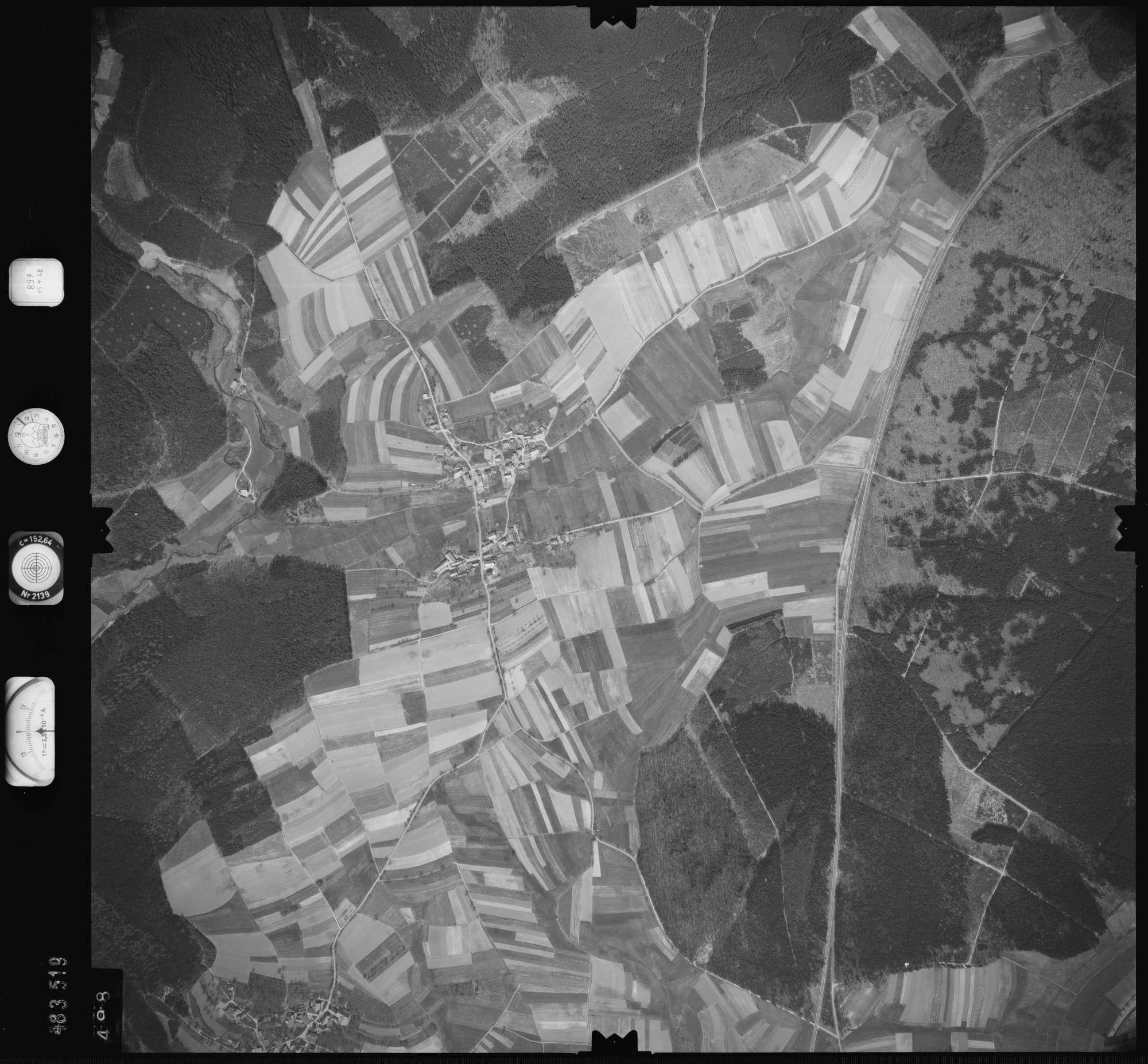 Luftbild: Film 897 Bildnr. 498, Bild 1