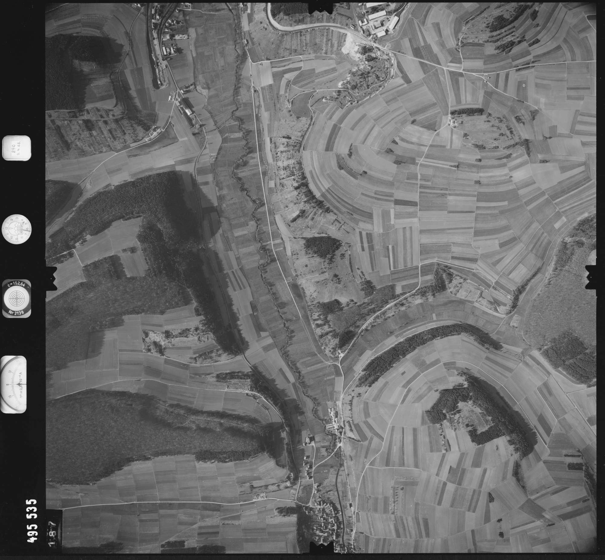 Luftbild: Film 889 Bildnr. 187, Bild 1
