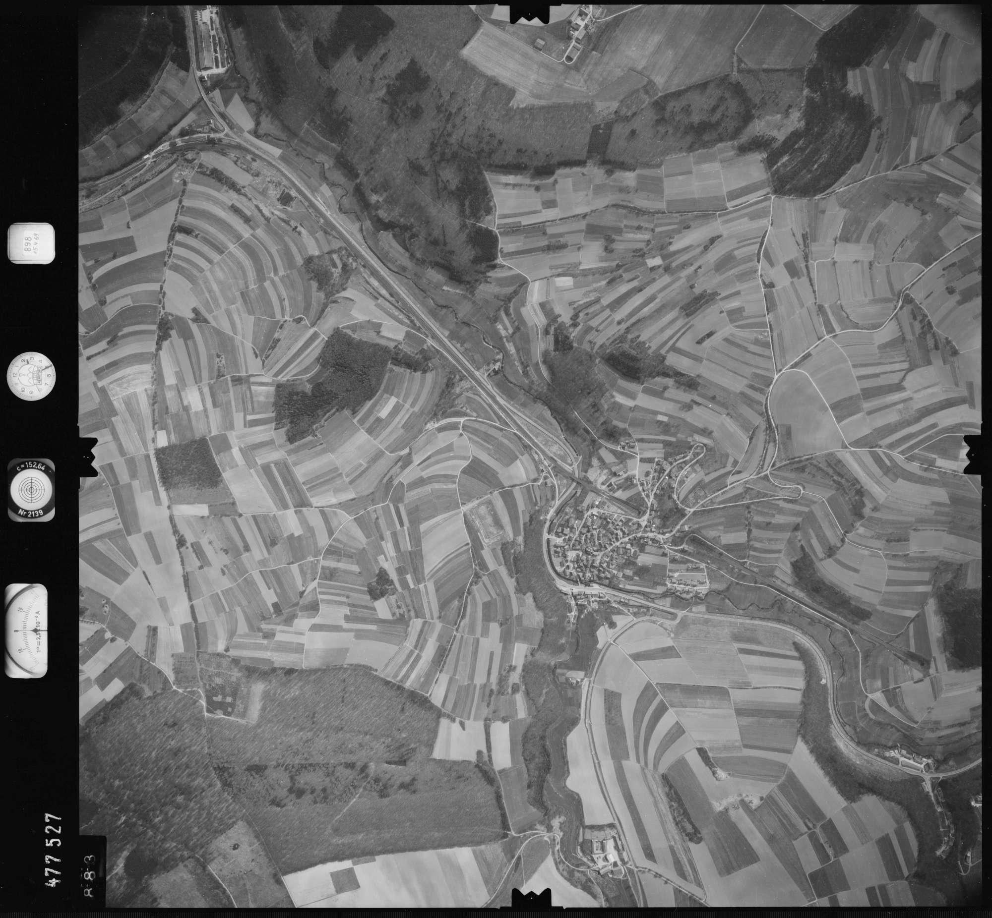 Luftbild: Film 898 Bildnr. 883, Bild 1