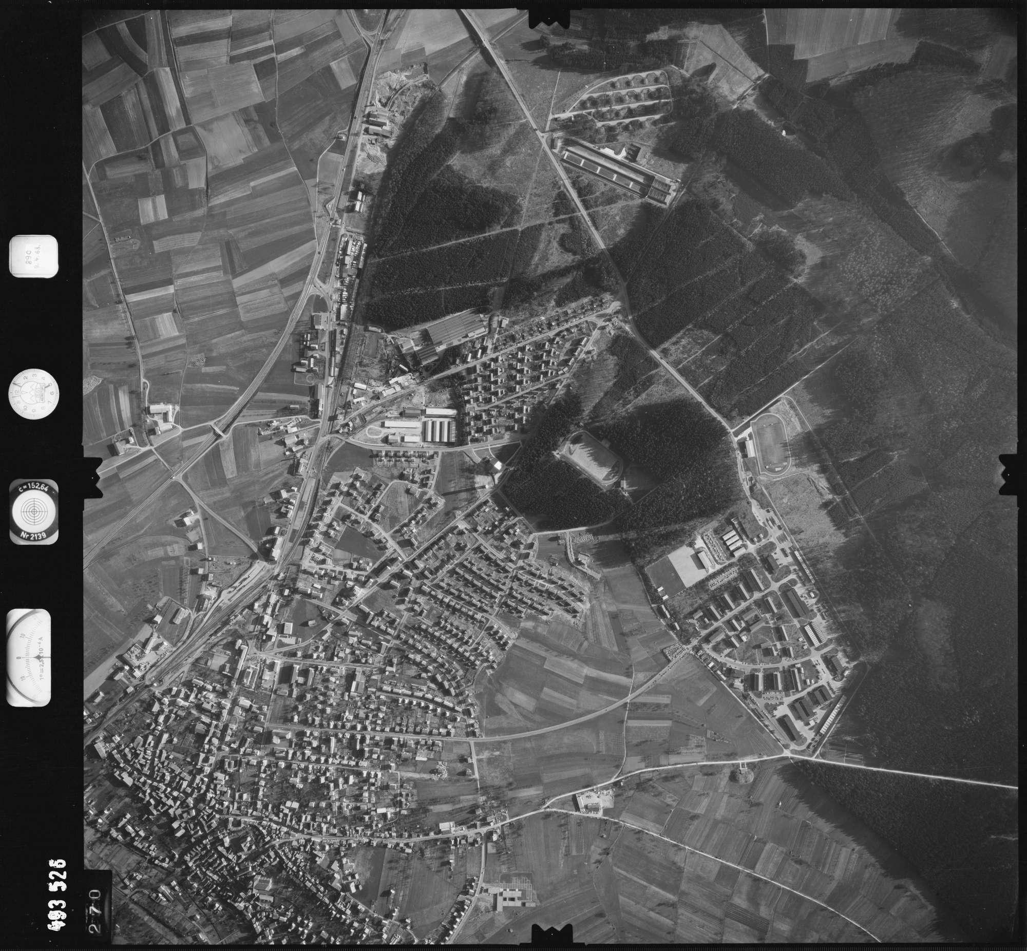 Luftbild: Film 889 Bildnr. 270, Bild 1