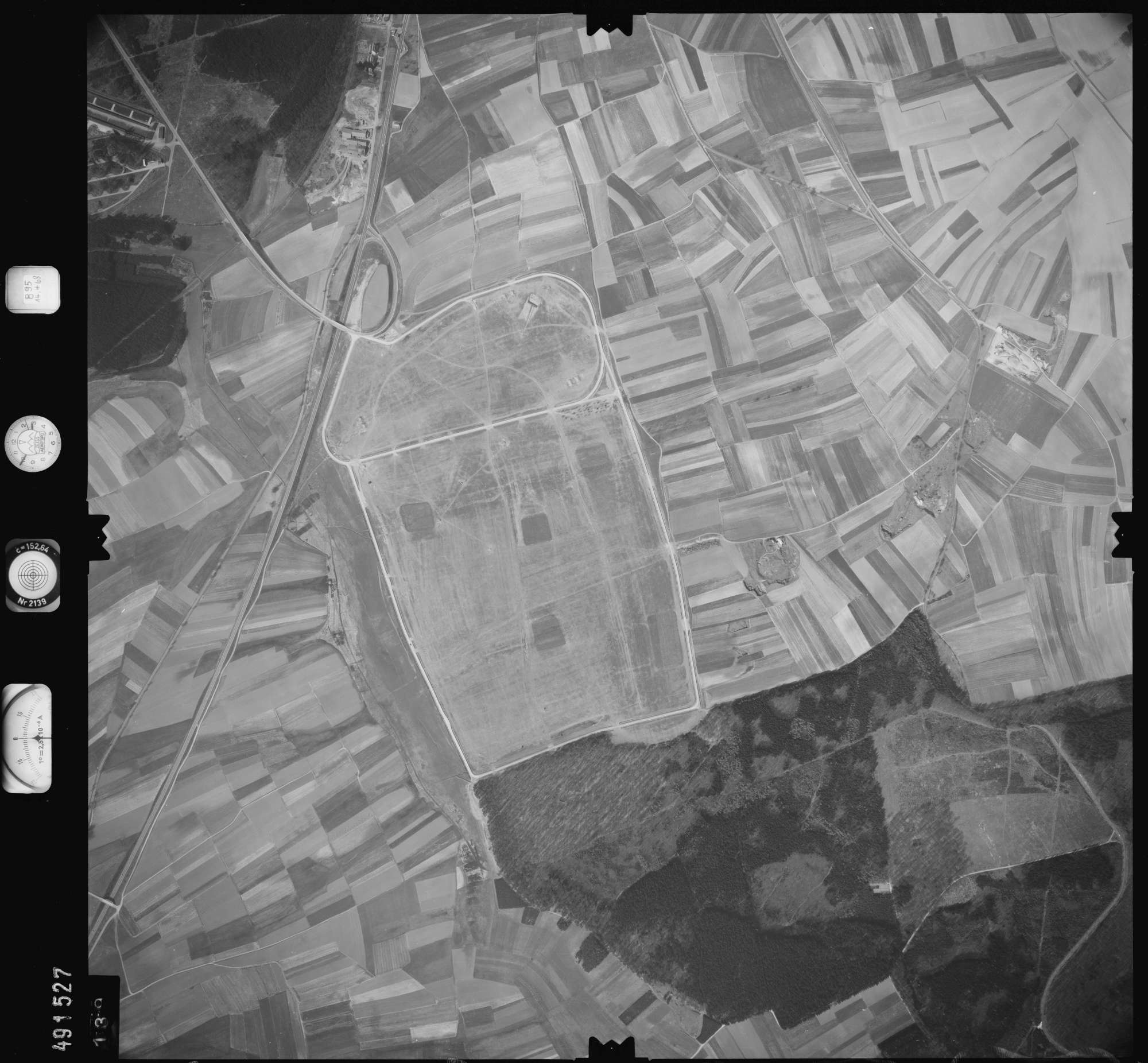 Luftbild: Film 895 Bildnr. 139, Bild 1
