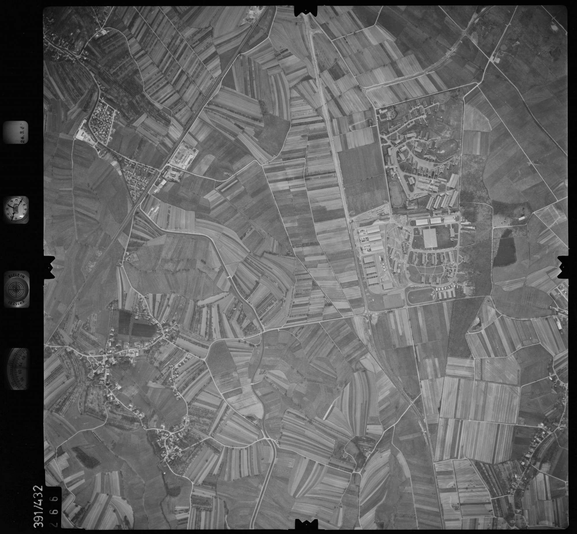 Luftbild: Film 19 Bildnr. 266, Bild 1