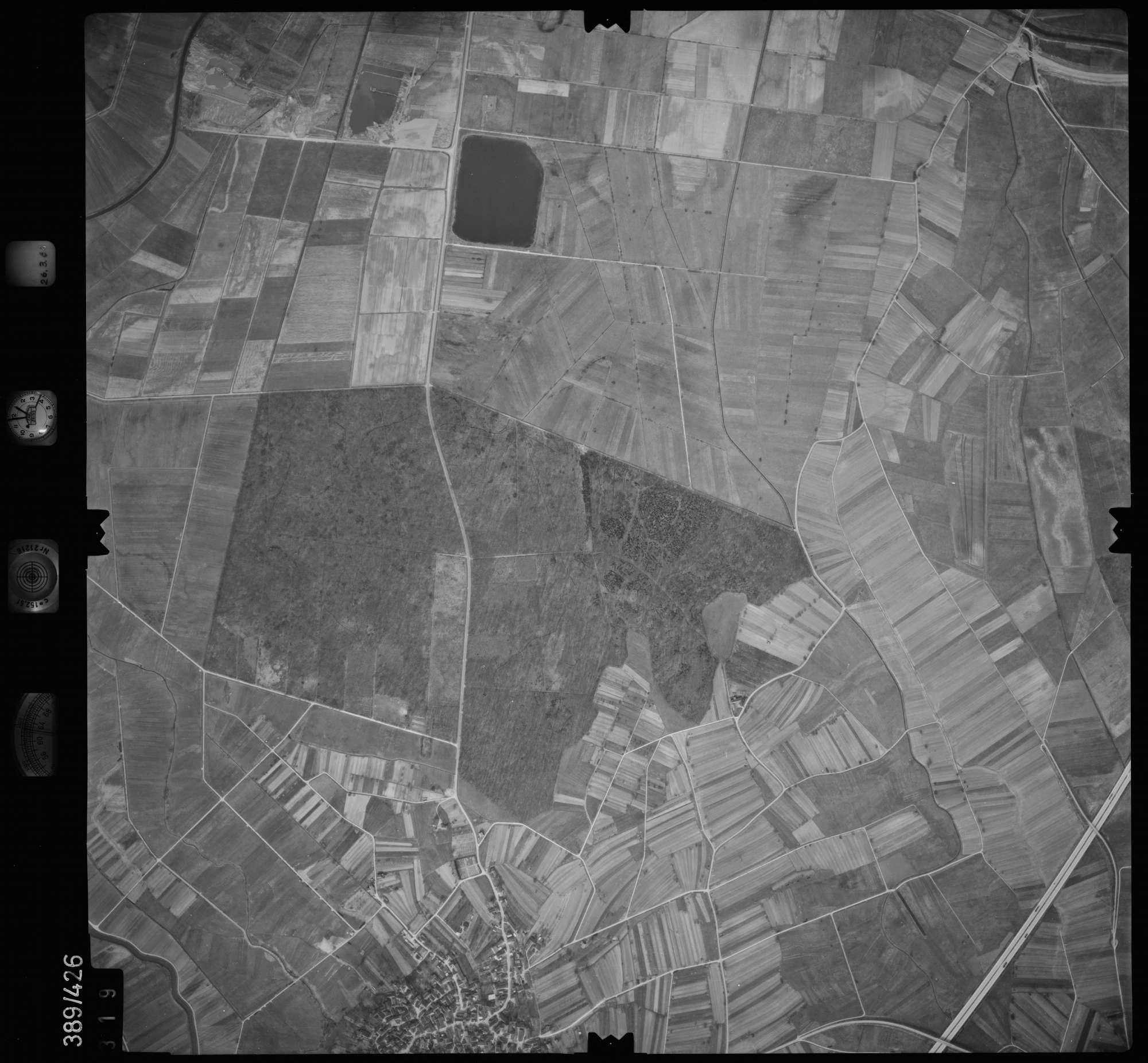 Luftbild: Film 20 Bildnr. 319, Bild 1