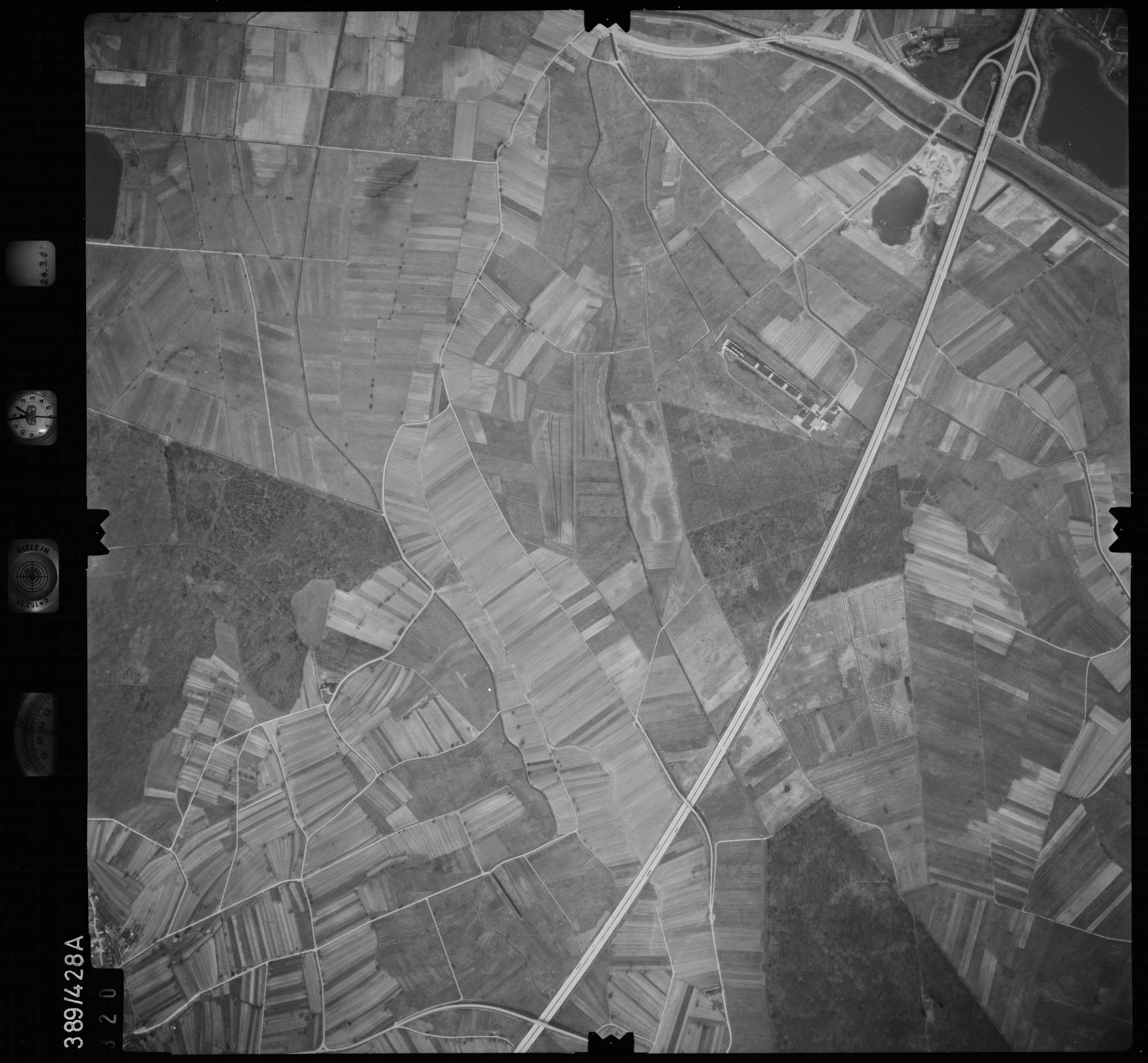 Luftbild: Film 20 Bildnr. 320, Bild 1