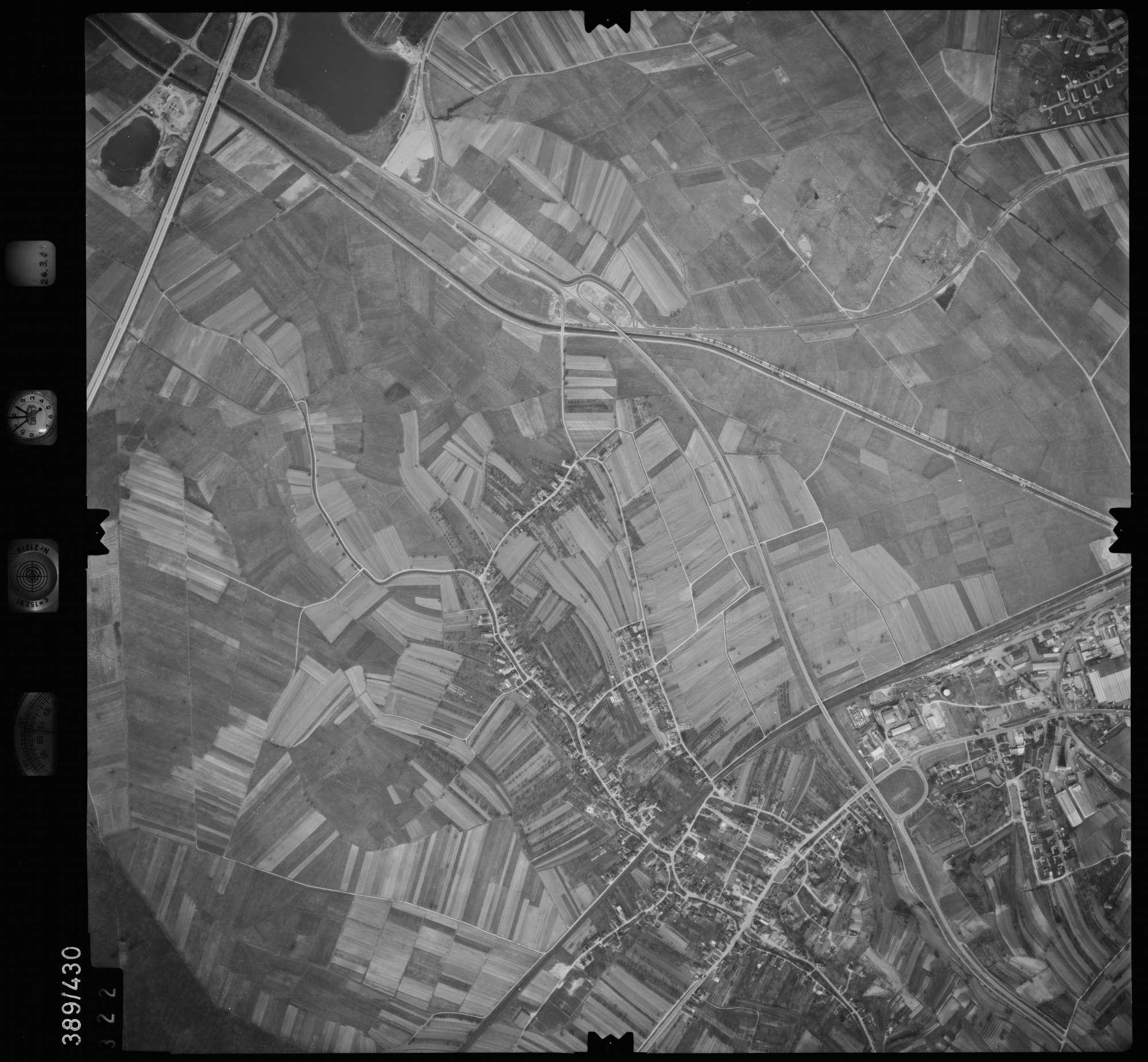 Luftbild: Film 20 Bildnr. 322, Bild 1