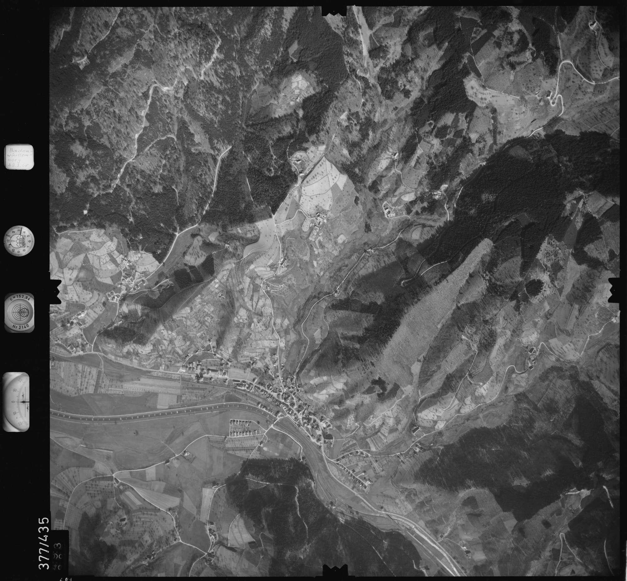 Luftbild: Film 24 Bildnr. 681, Bild 1