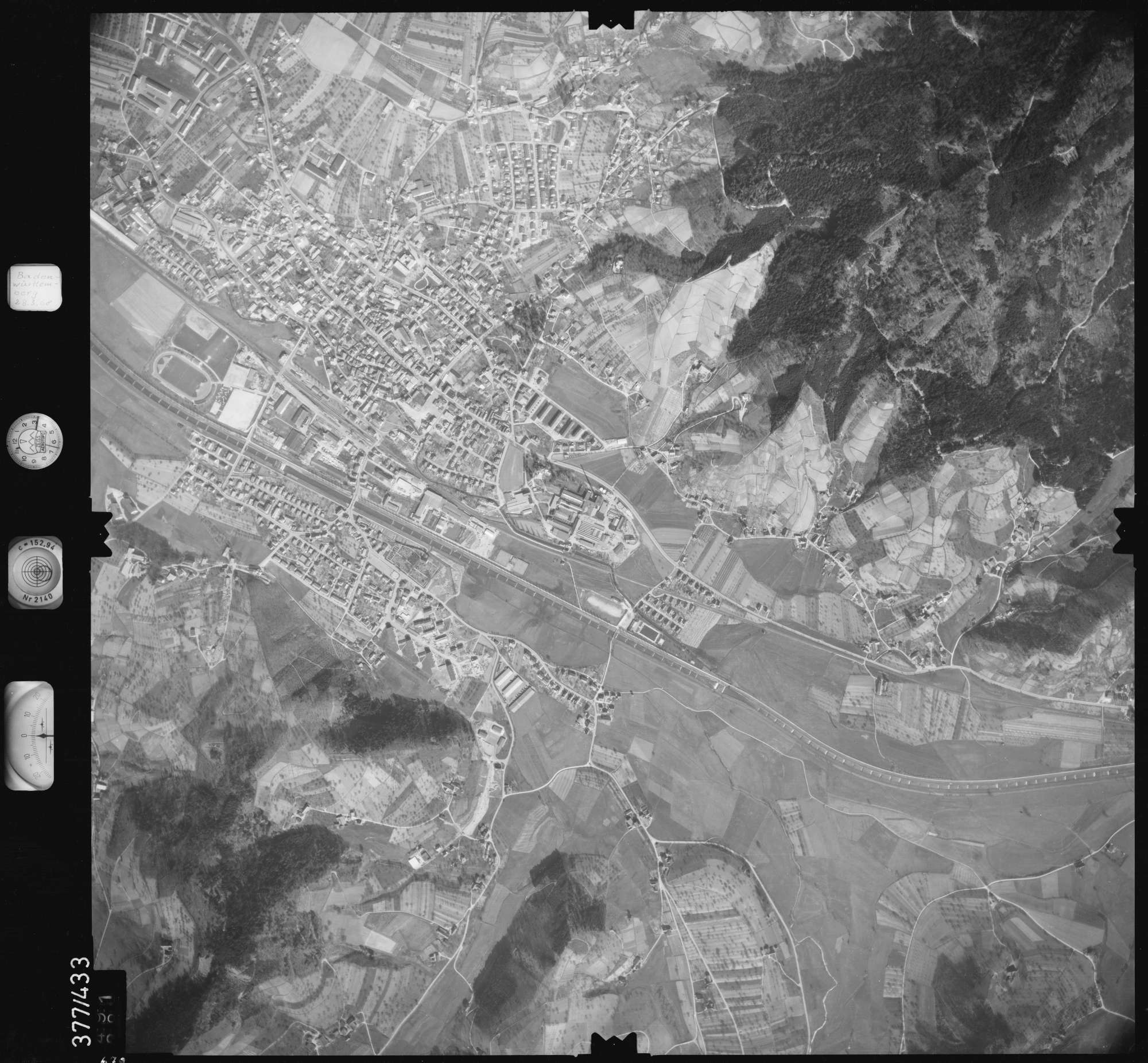 Luftbild: Film 24 Bildnr. 679, Bild 1