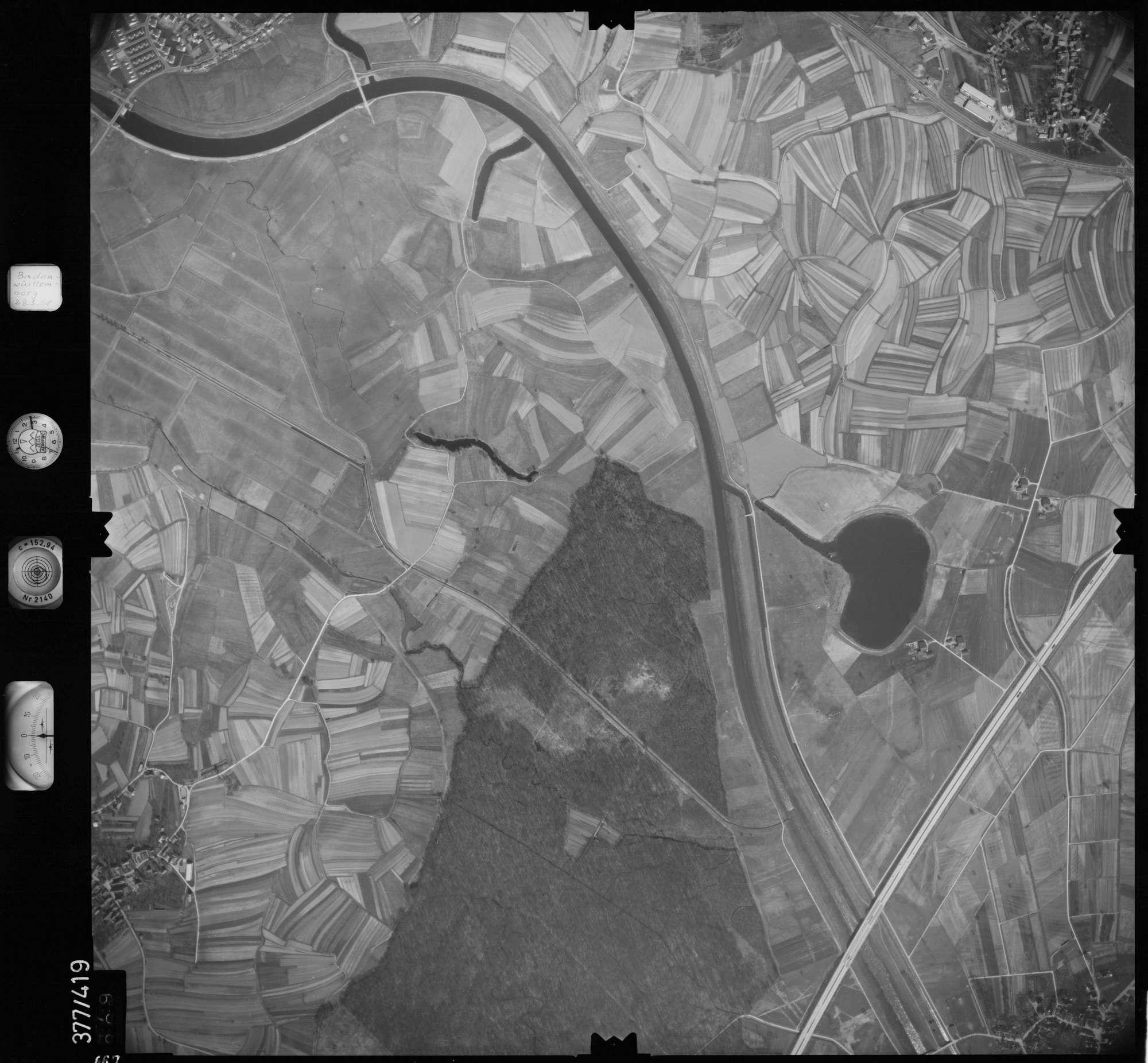 Luftbild: Film 24 Bildnr. 667, Bild 1