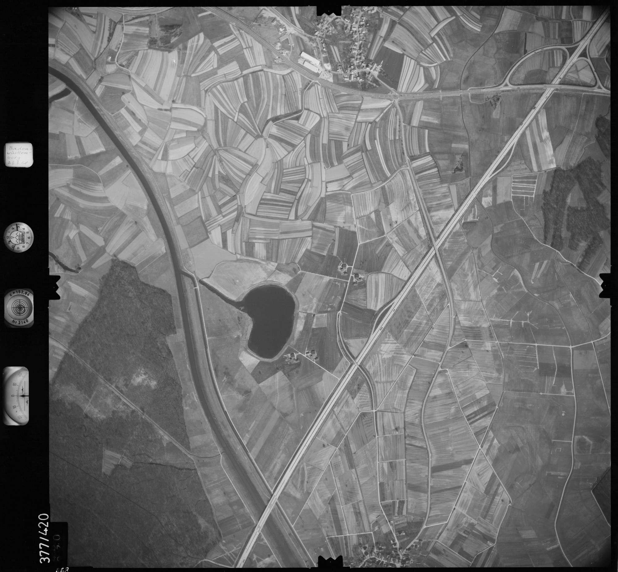 Luftbild: Film 24 Bildnr. 668, Bild 1