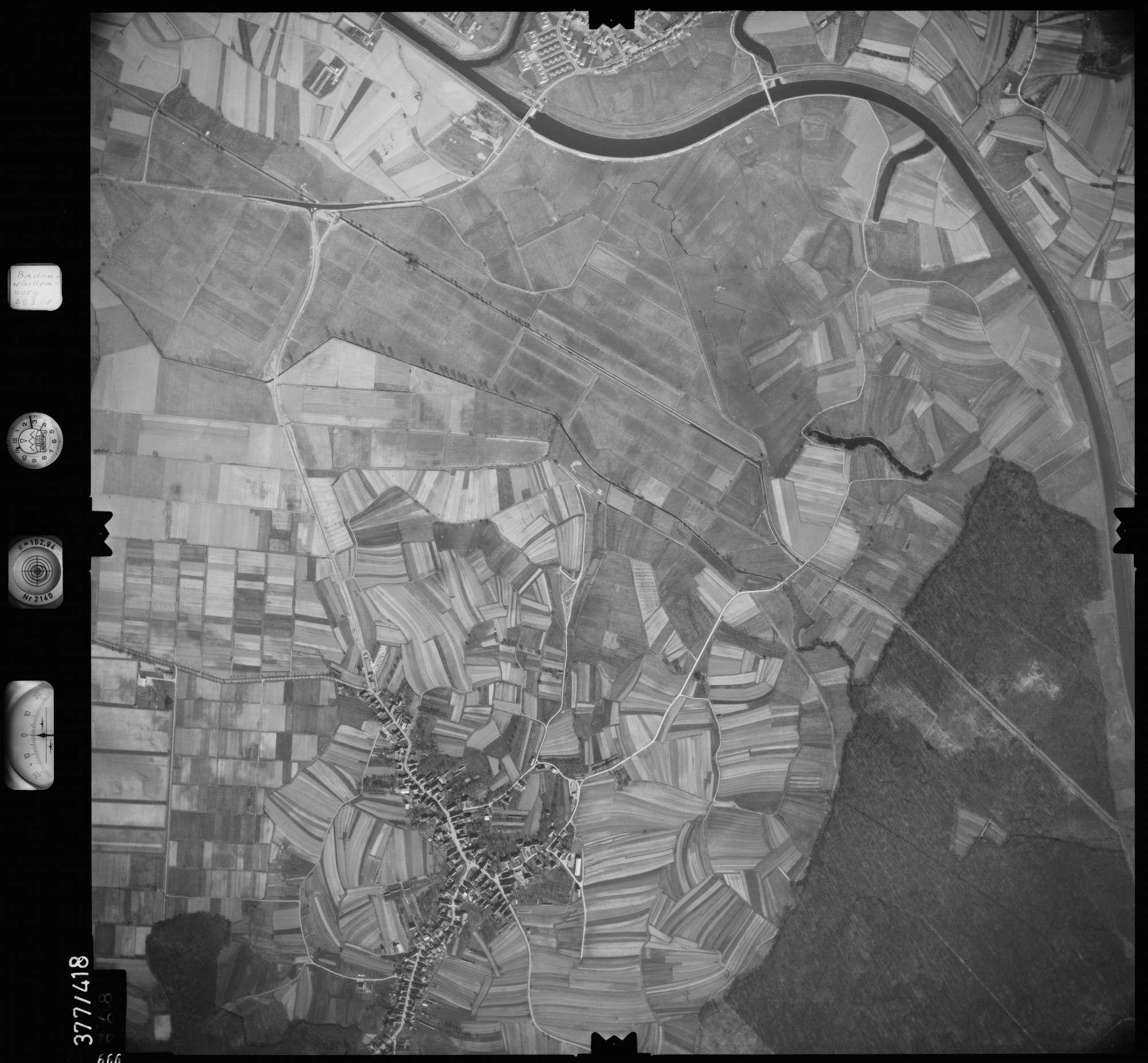 Luftbild: Film 24 Bildnr. 666, Bild 1