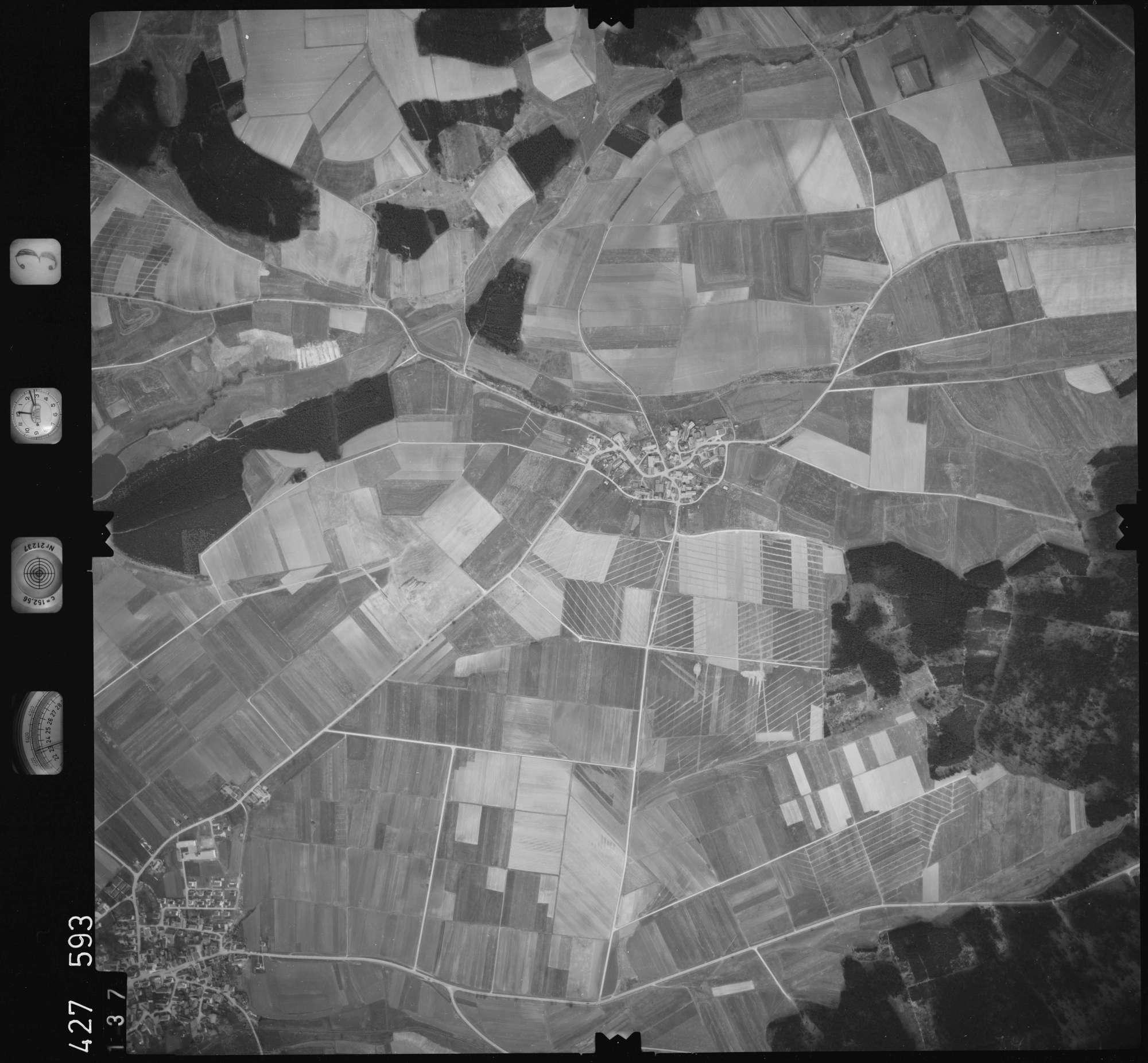 Luftbild: Film 3 Bildnr. 137, Bild 1