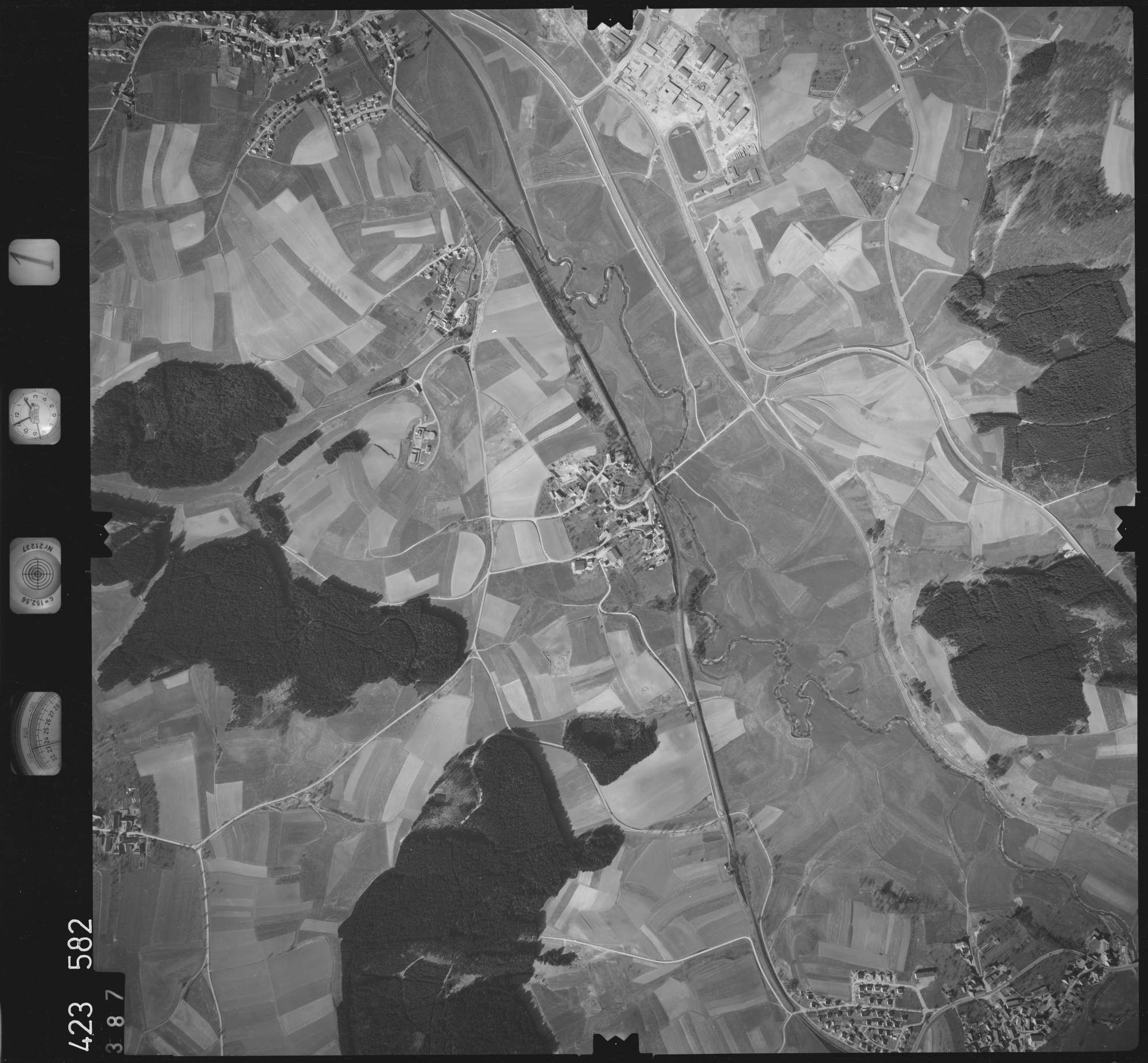 Luftbild: Film 1 Bildnr. 387, Bild 1