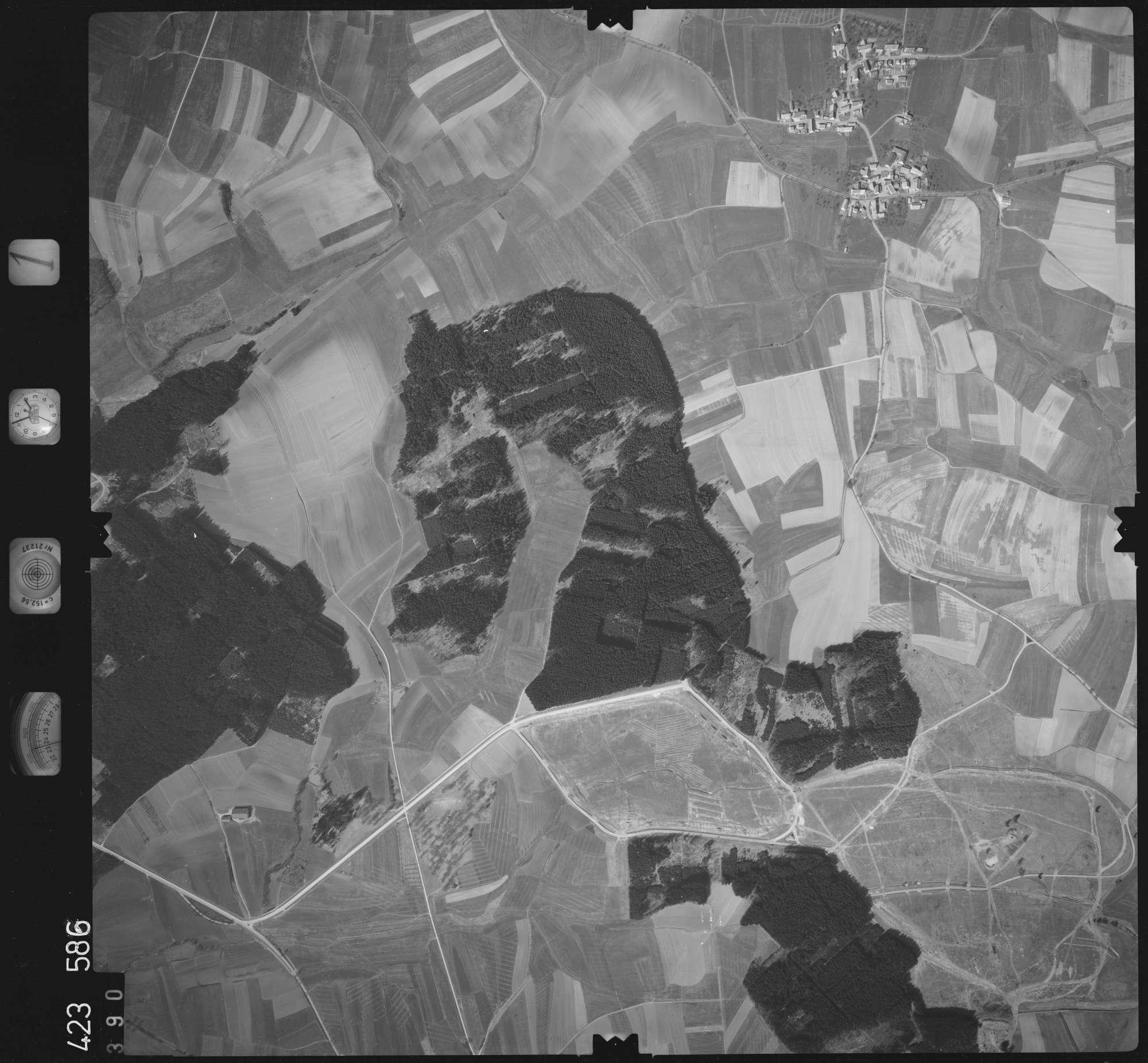Luftbild: Film 1 Bildnr. 390, Bild 1