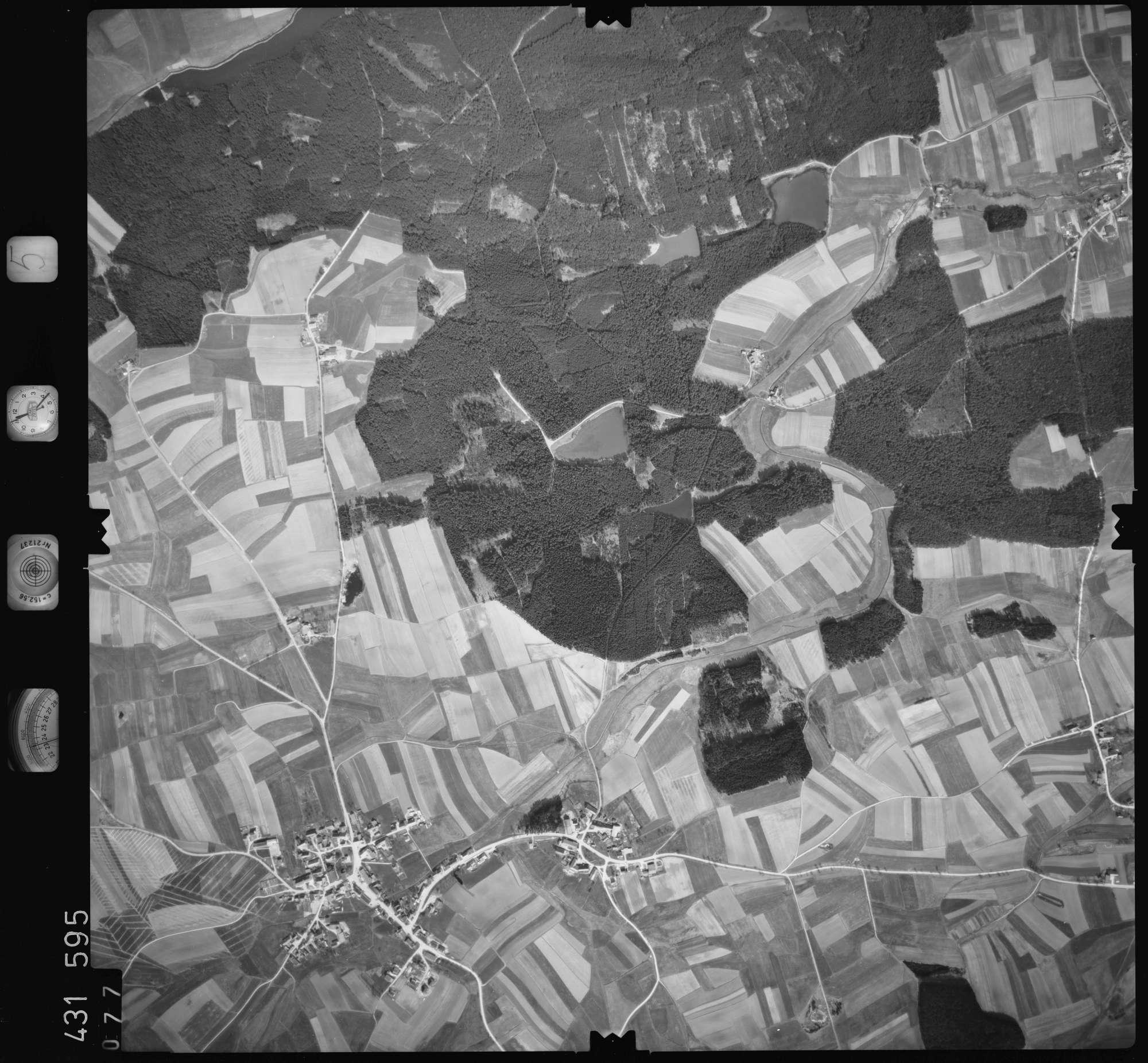 Luftbild: Film 5 Bildnr. 77, Bild 1