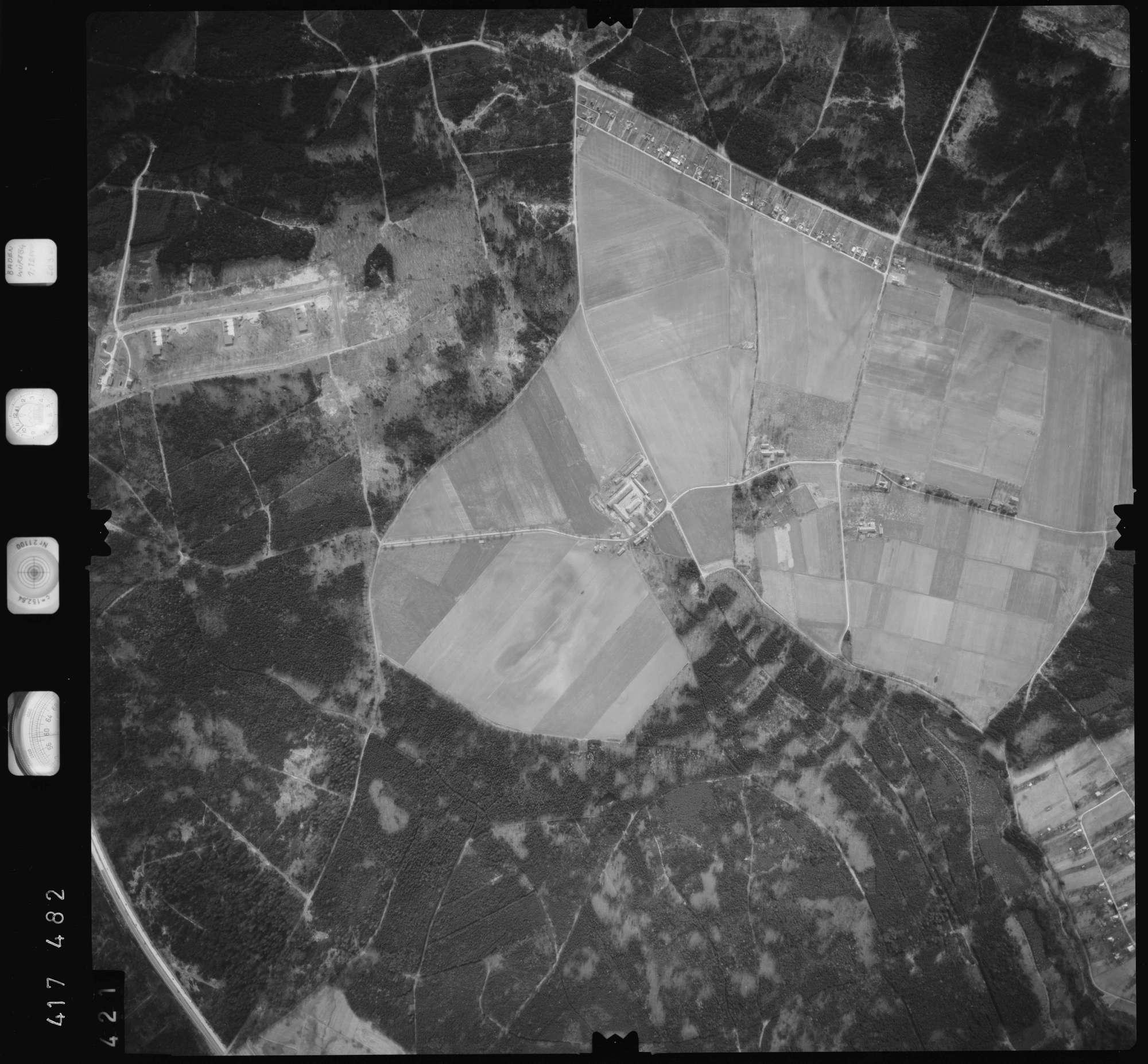 Luftbild: Film 2 Bildnr. 421, Bild 1