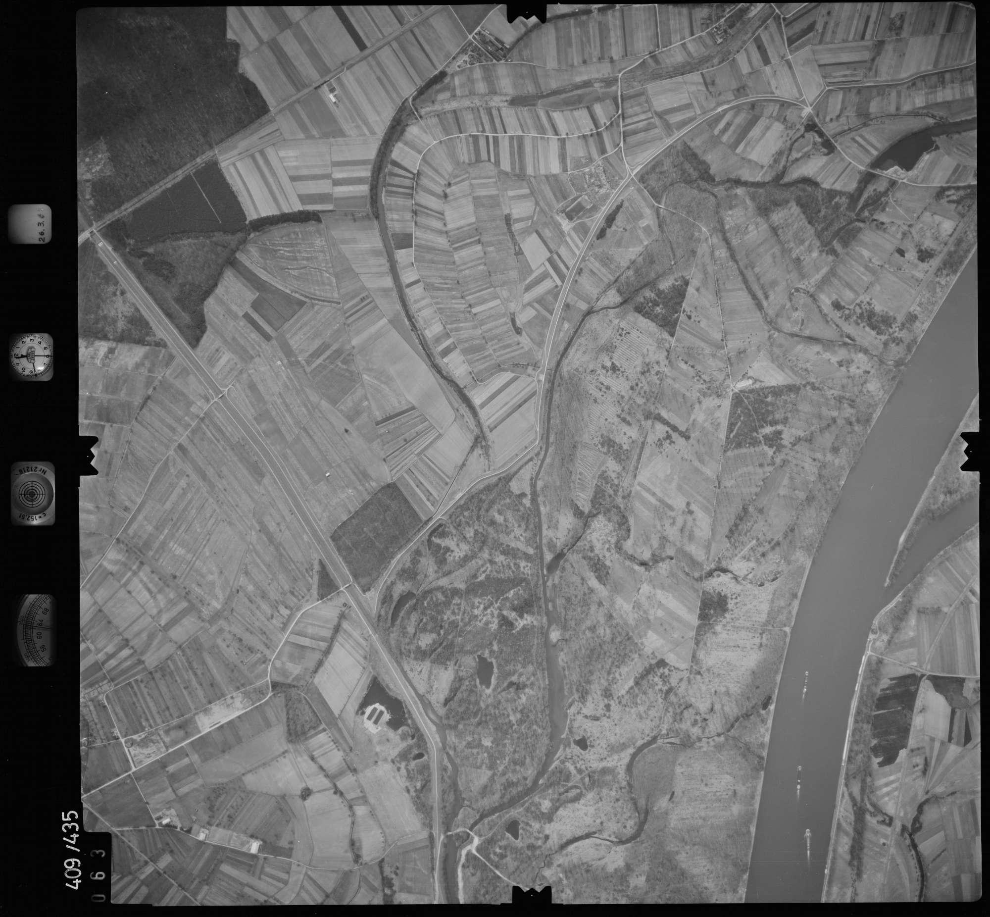 Luftbild: Film 8 Bildnr. 63, Bild 1