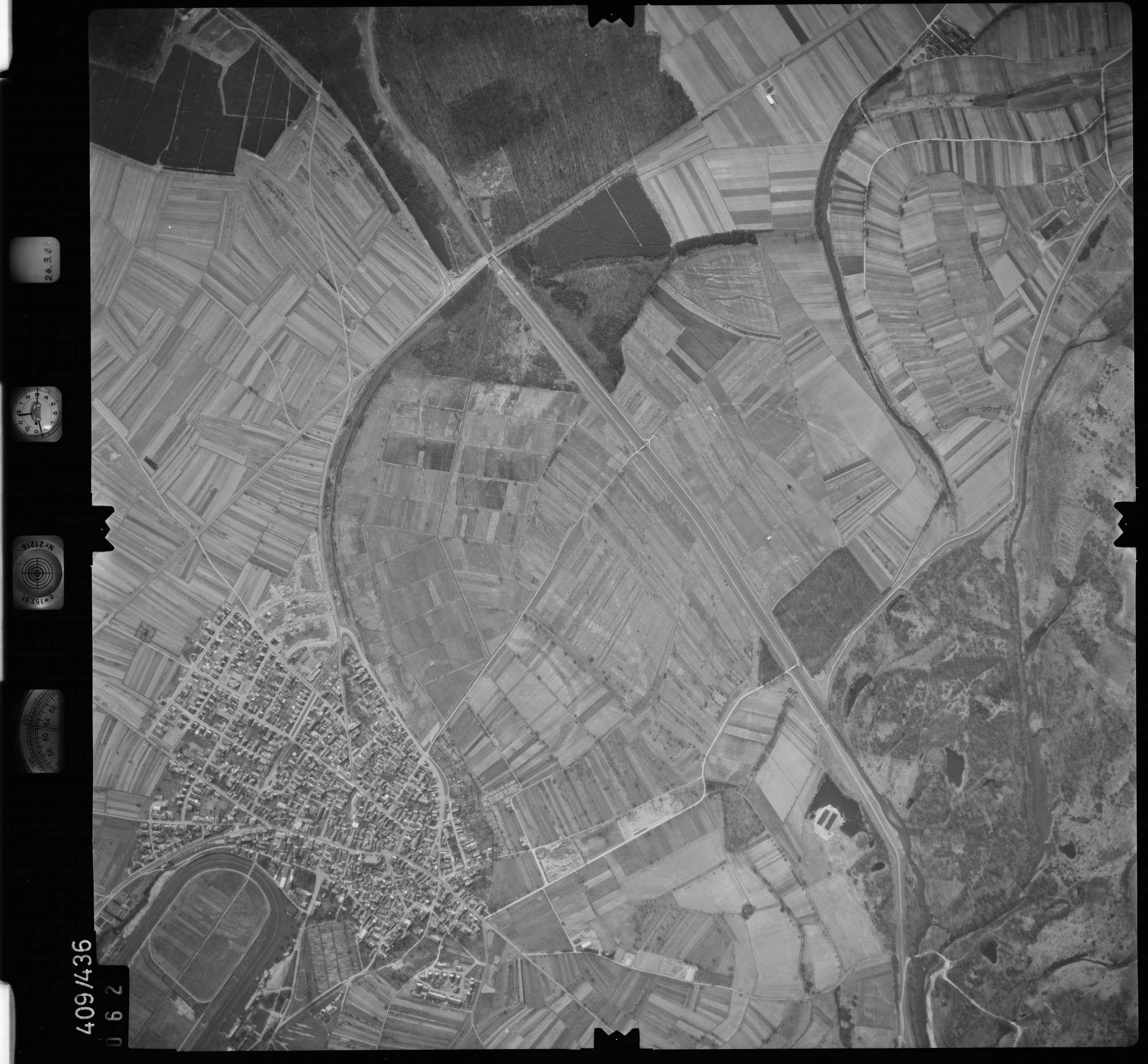 Luftbild: Film 8 Bildnr. 62, Bild 1