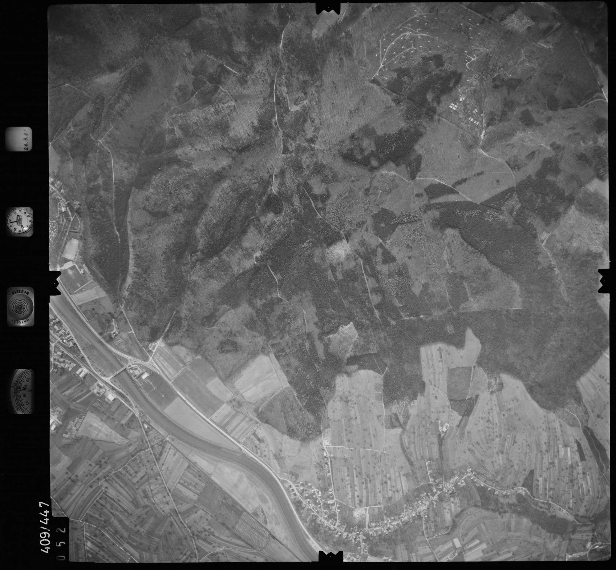 Luftbild: Film 8 Bildnr. 52, Bild 1