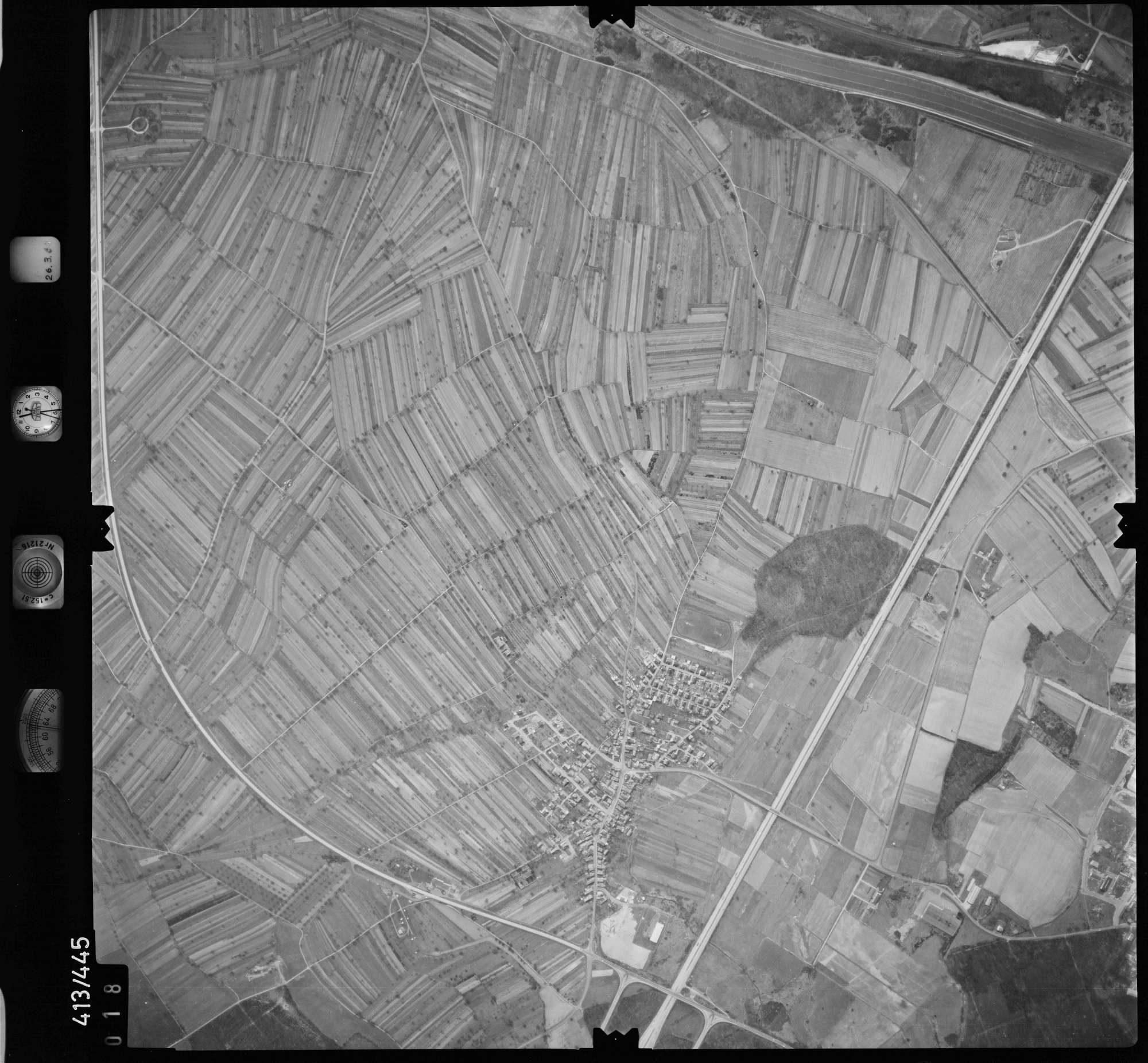 Luftbild: Film 8 Bildnr. 18, Bild 1