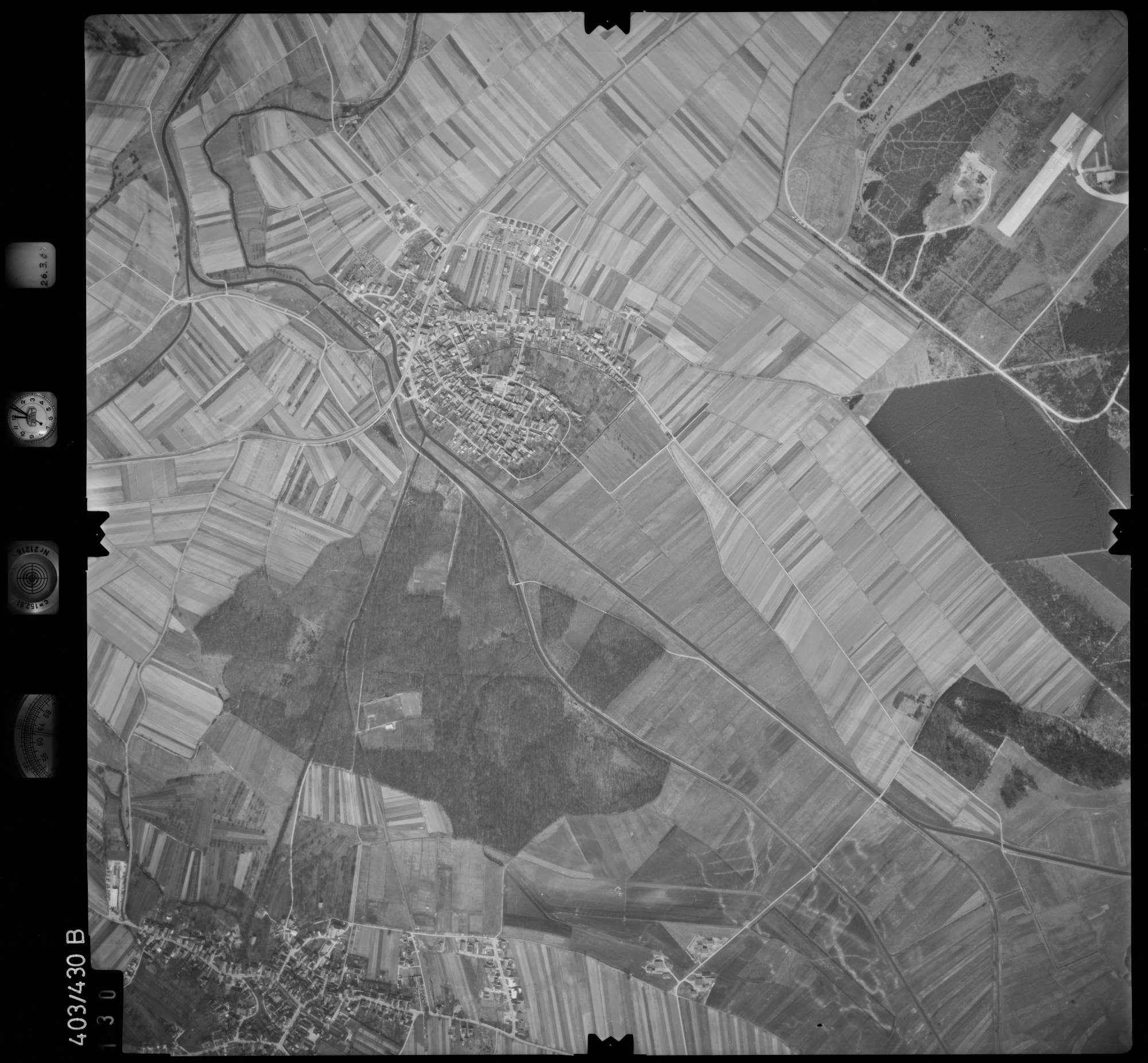Luftbild: Film XXX Bildnr. 130, Bild 1