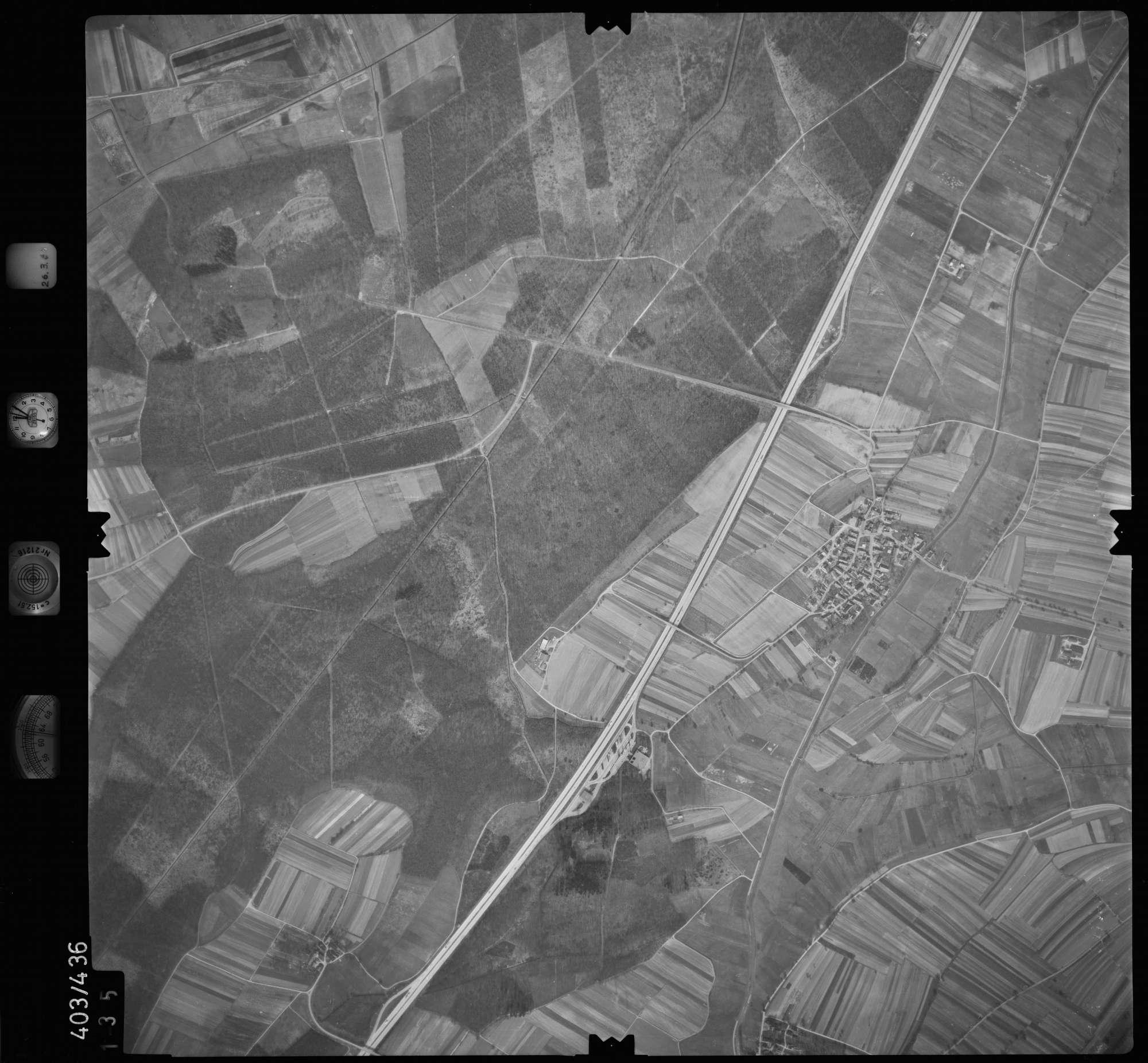 Luftbild: Film 8 Bildnr. 135, Bild 1