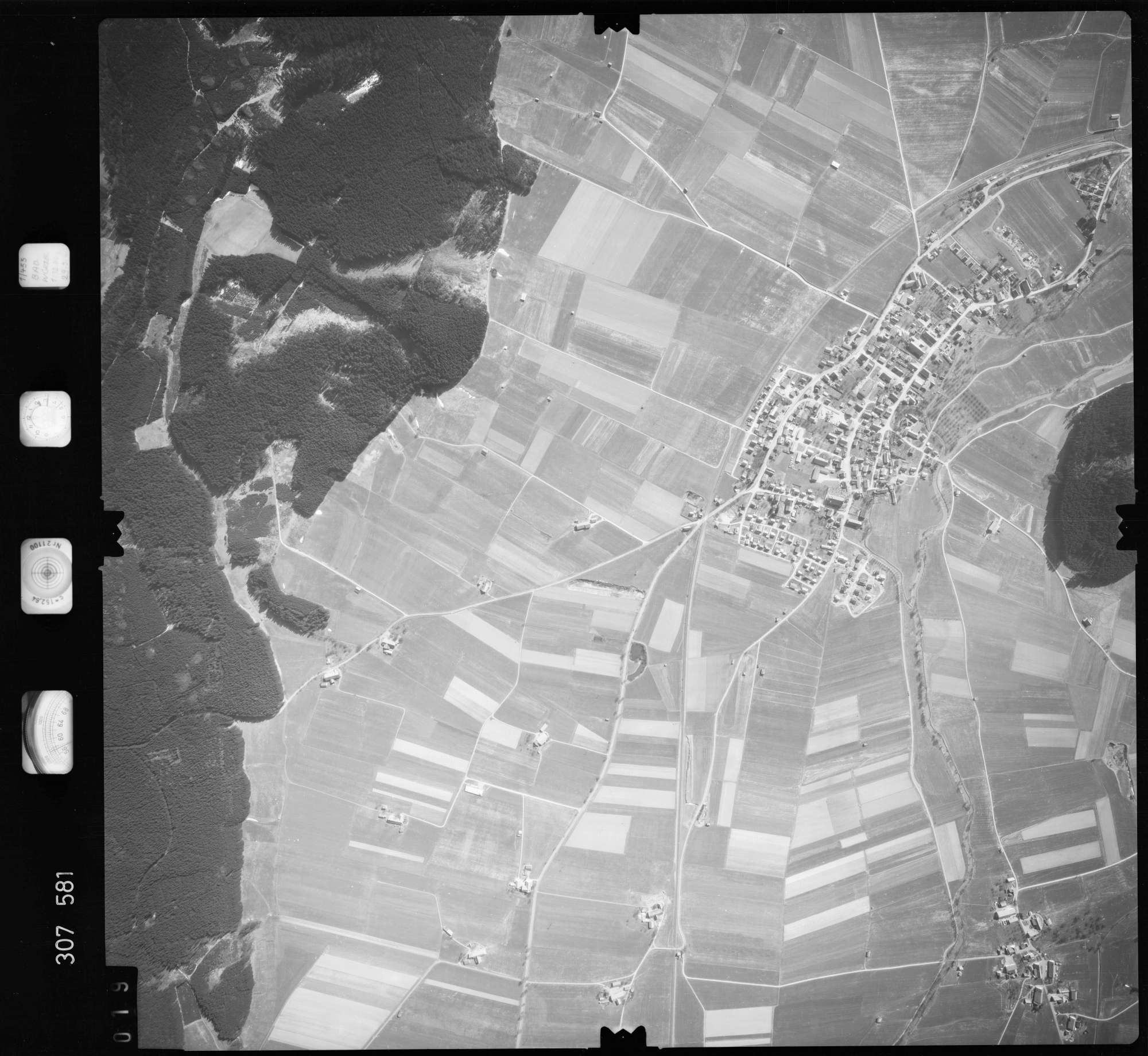 Luftbild: Film 61 Bildnr. 19, Bild 1