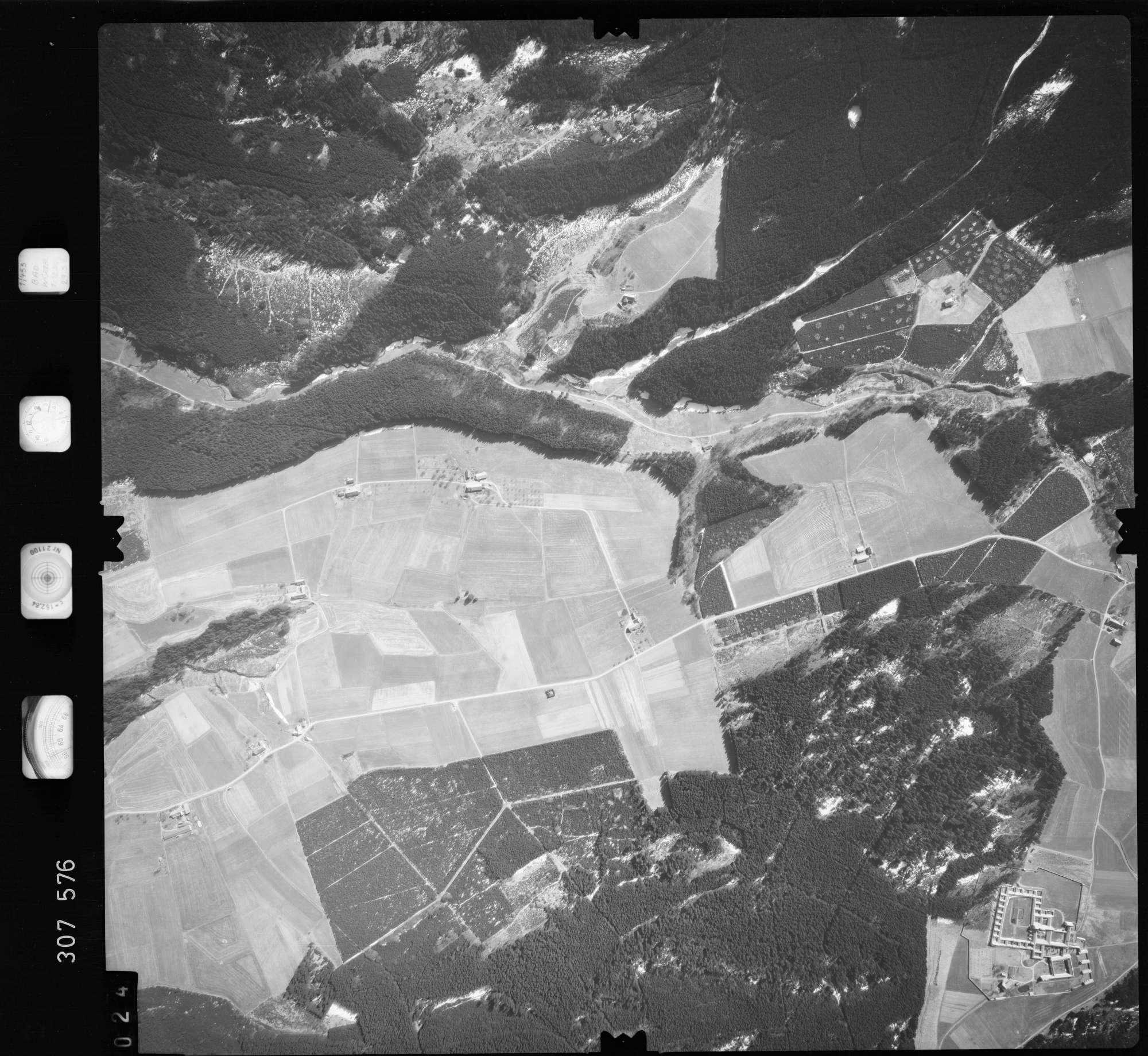 Luftbild: Film 61 Bildnr. 24, Bild 1