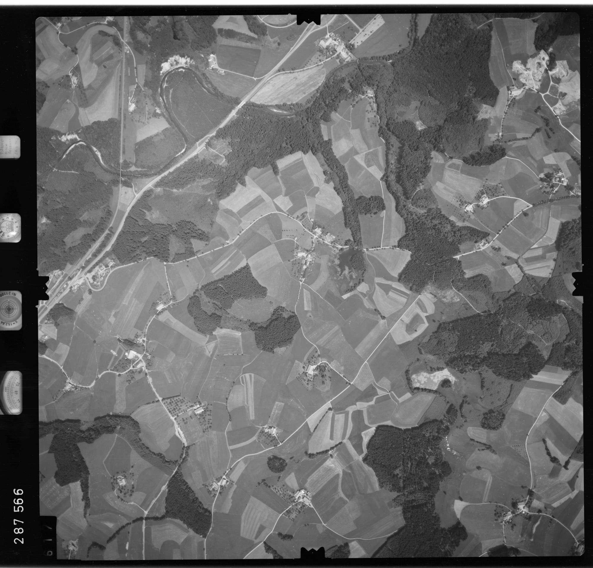 Luftbild: Film 76 Bildnr. 617, Bild 1