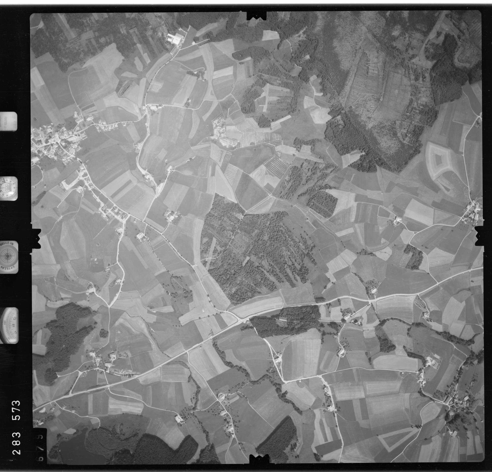 Luftbild: Film 76 Bildnr. 679, Bild 1