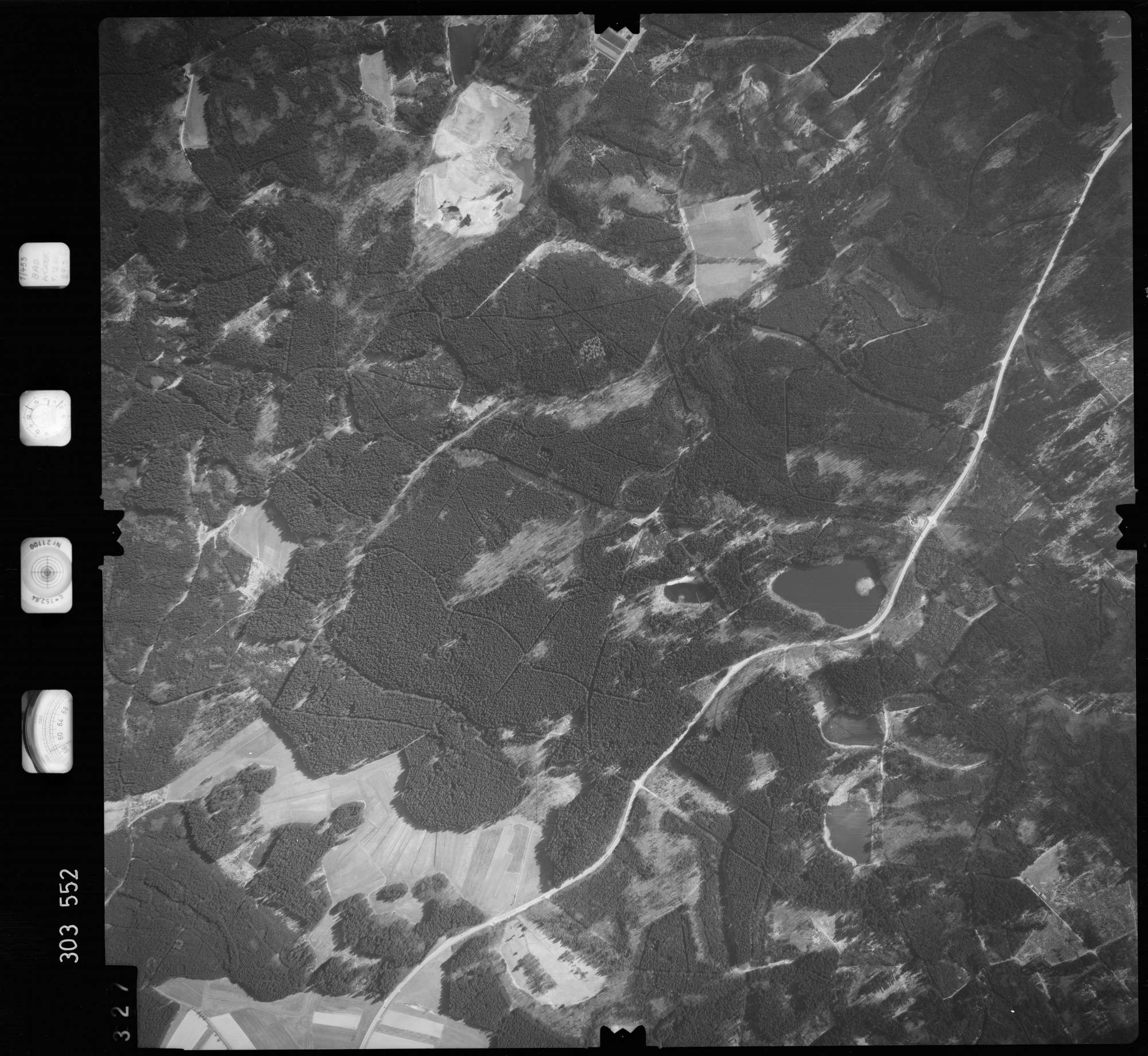 Luftbild: Film 64 Bildnr. 327, Bild 1