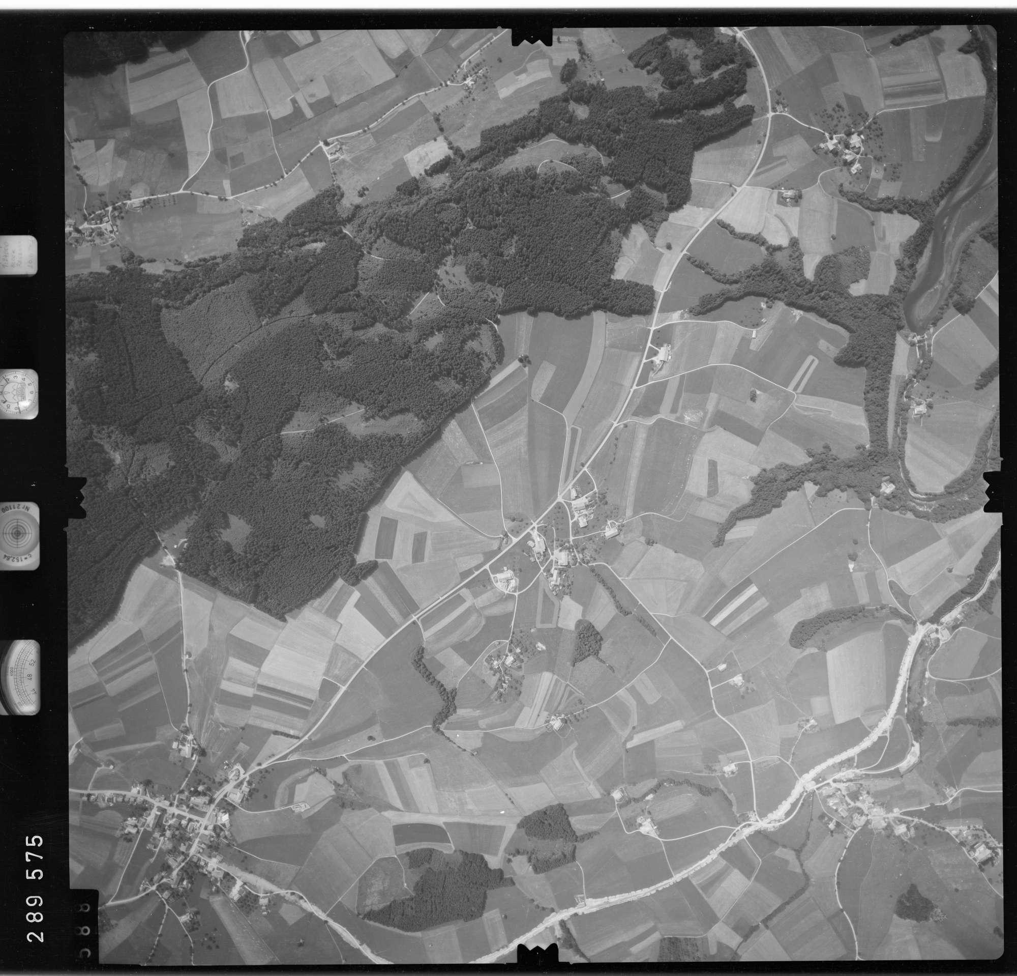 Luftbild: Film 76 Bildnr. 588, Bild 1