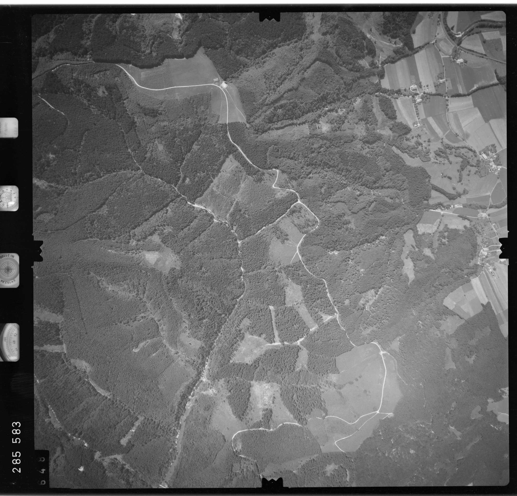 Luftbild: Film 76 Bildnr. 648, Bild 1
