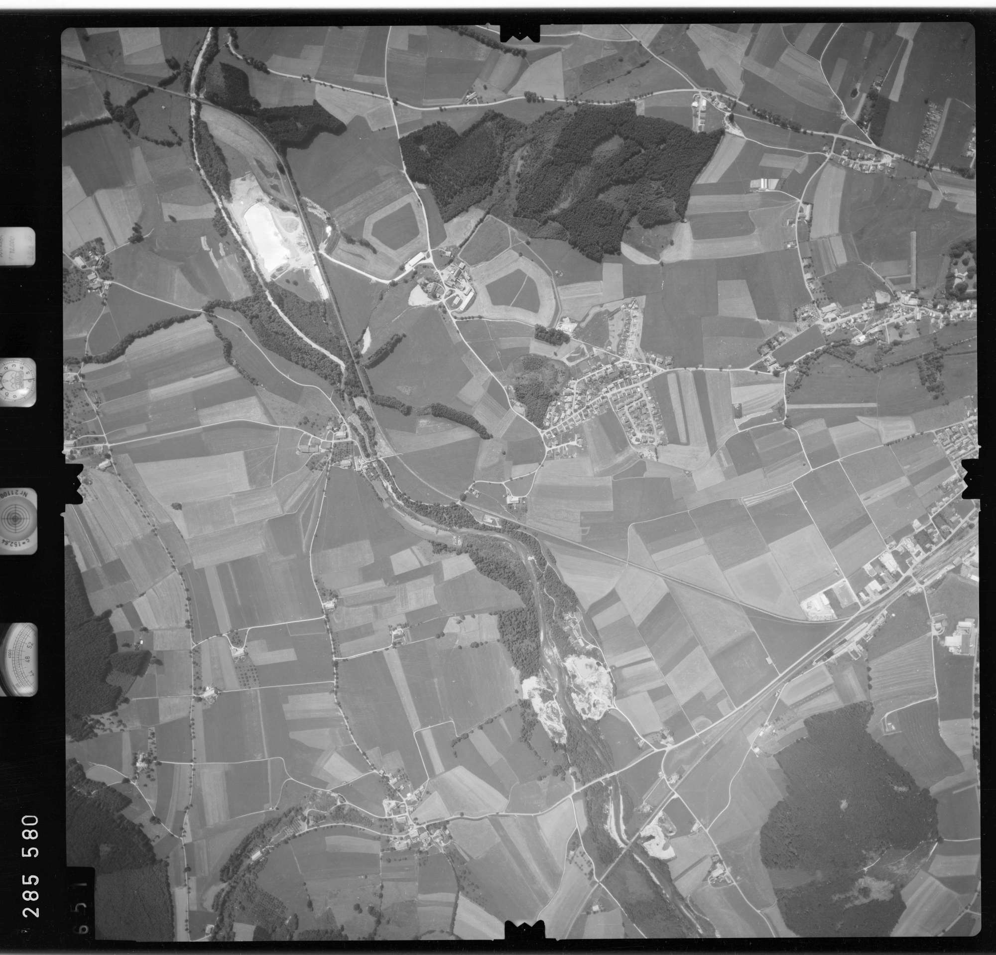 Luftbild: Film 76 Bildnr. 651, Bild 1