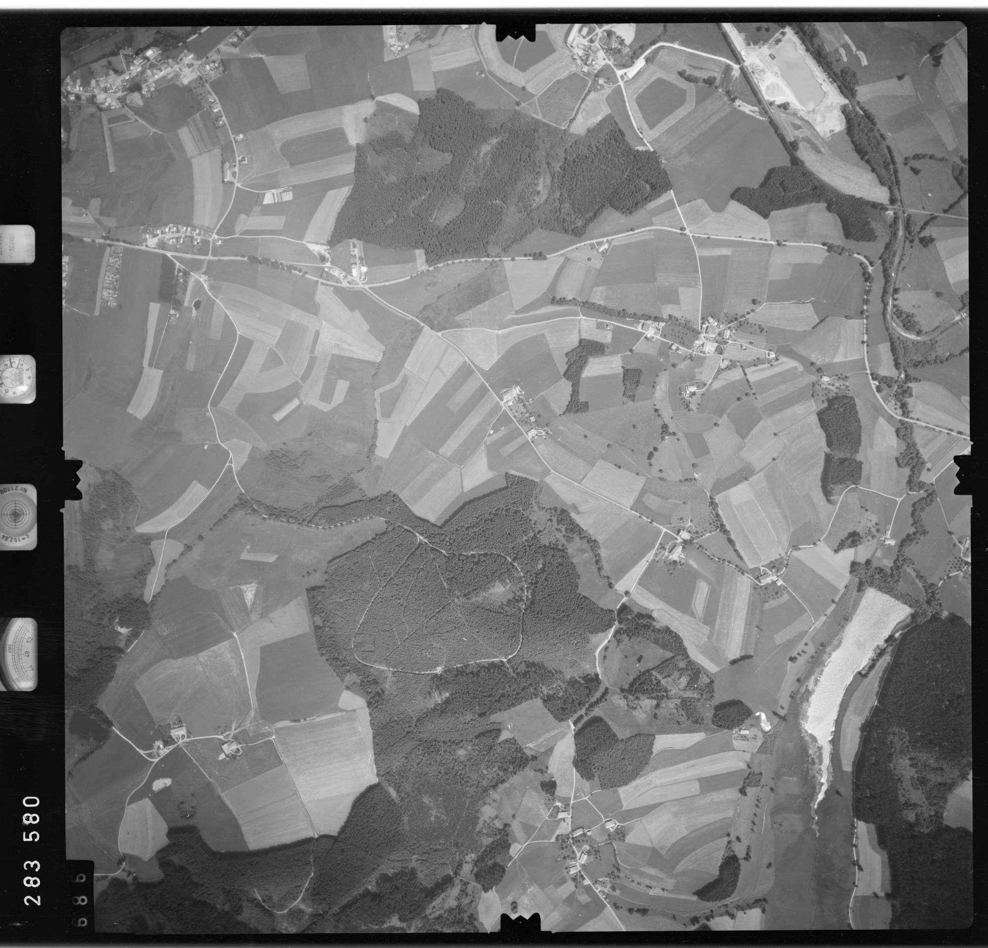 Luftbild: Film 76 Bildnr. 686, Bild 1