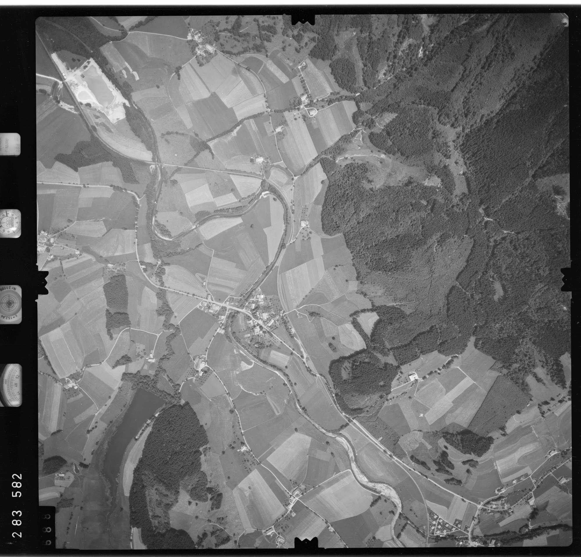 Luftbild: Film 76 Bildnr. 688, Bild 1