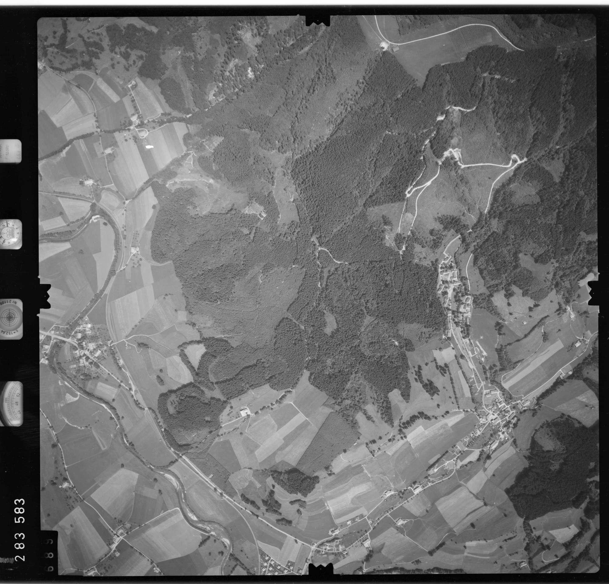 Luftbild: Film 76 Bildnr. 689, Bild 1