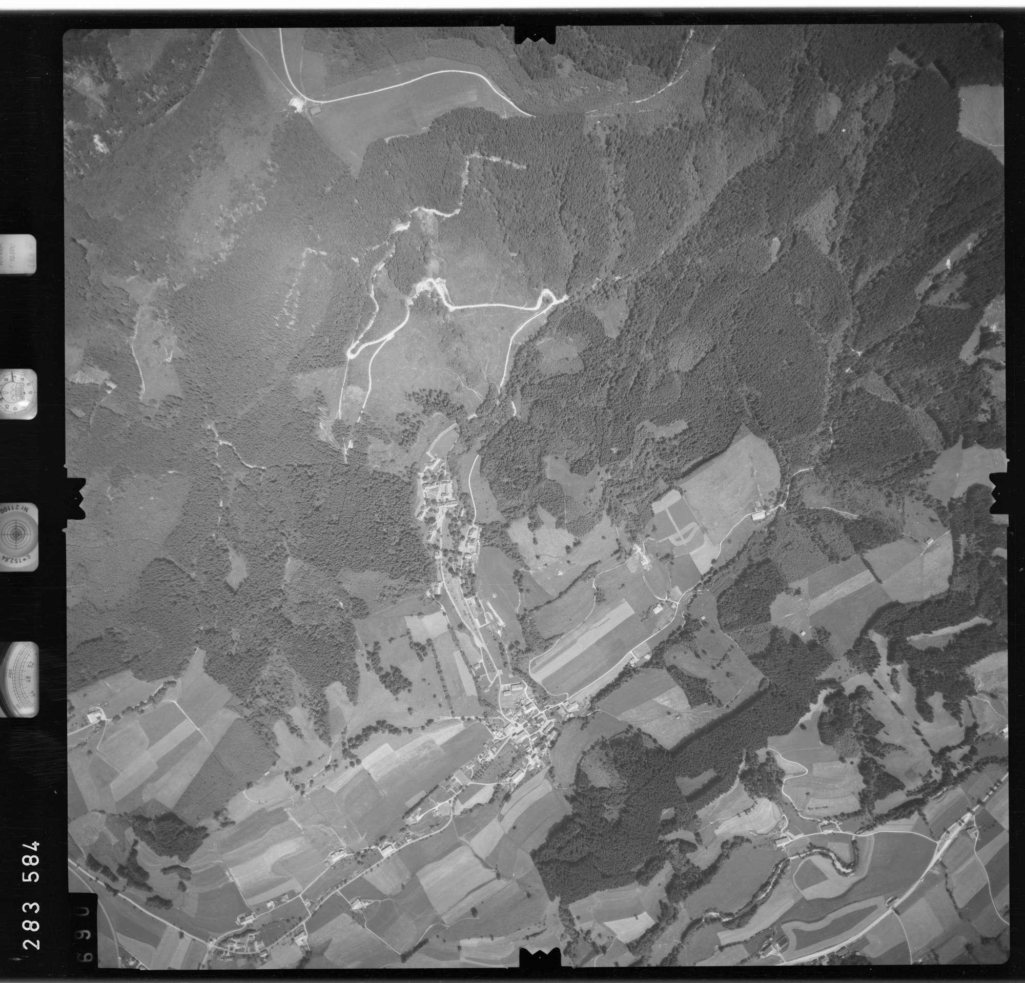 Luftbild: Film 76 Bildnr. 690, Bild 1