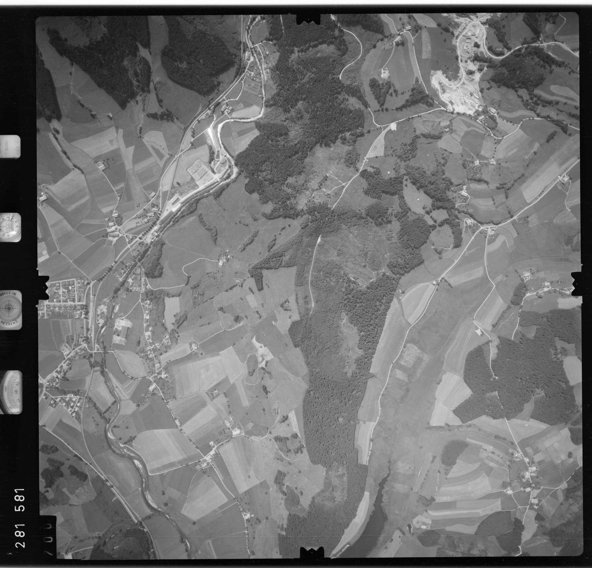 Luftbild: Film 76 Bildnr. 700, Bild 1