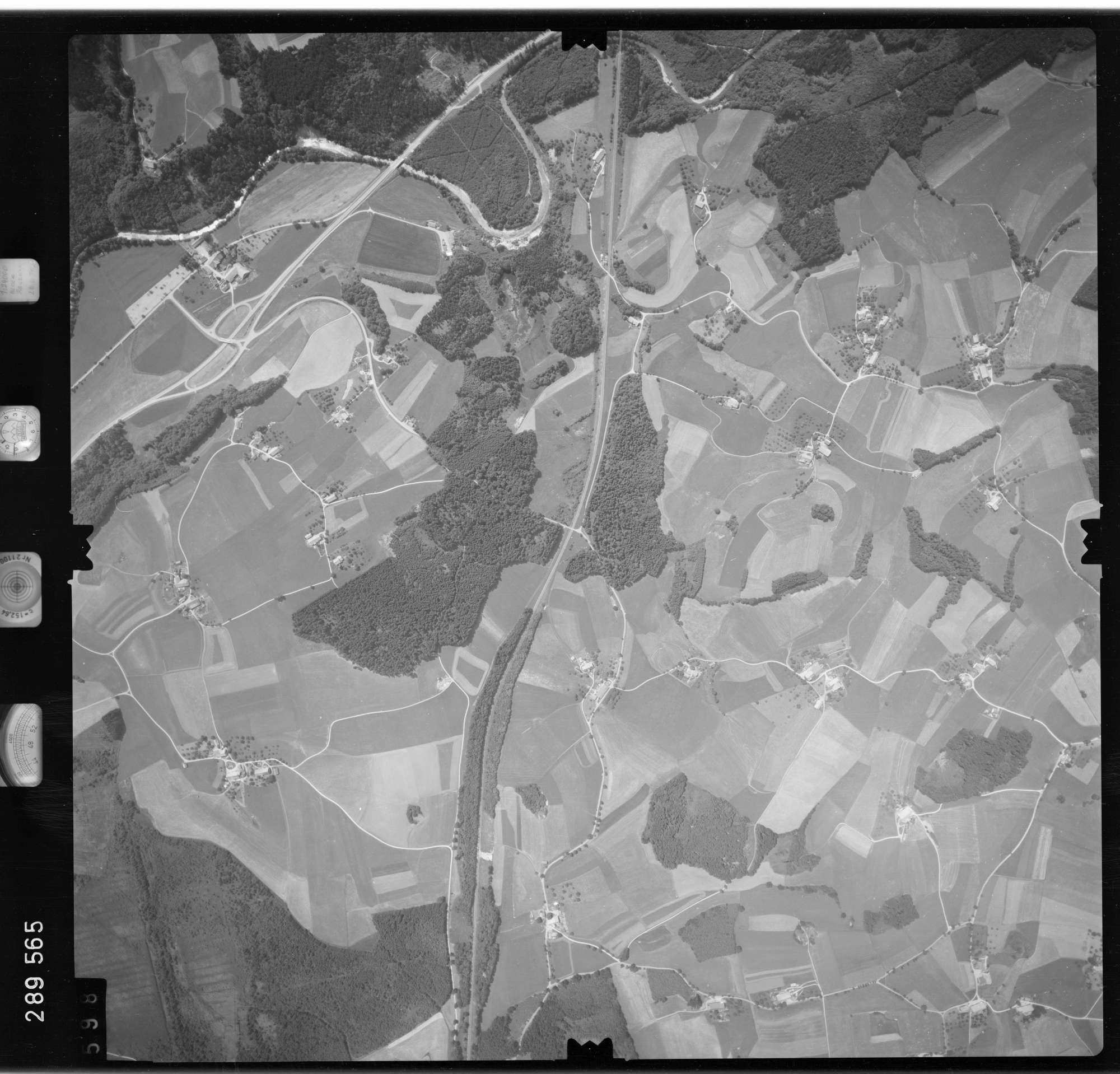 Luftbild: Film 76 Bildnr. 598, Bild 1