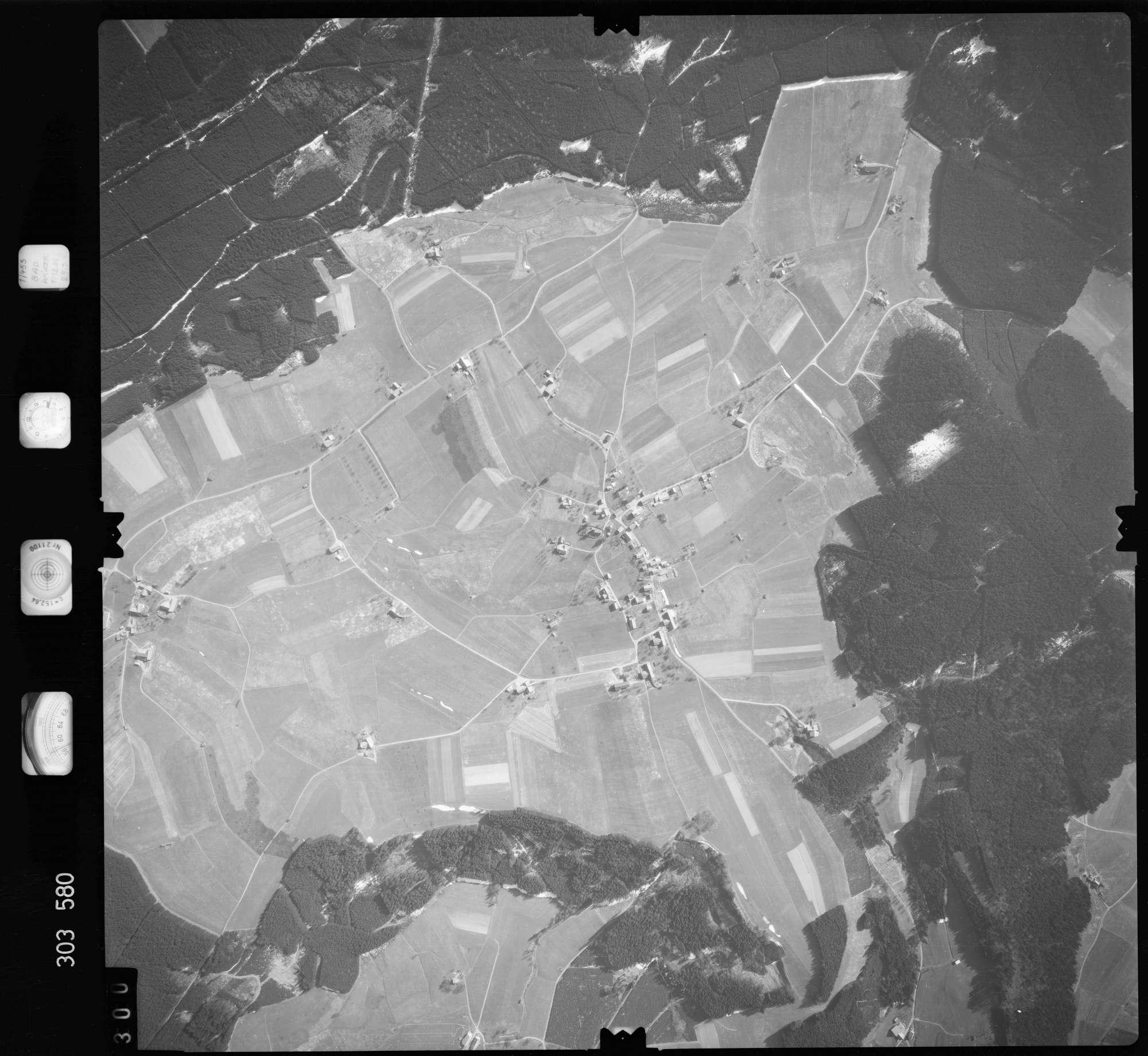 Luftbild: Film 64 Bildnr. 300, Bild 1