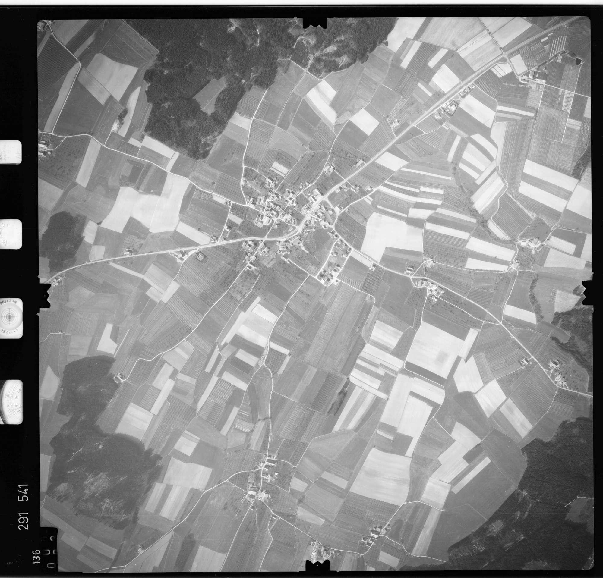Luftbild: Film 74 Bildnr. 136, Bild 1