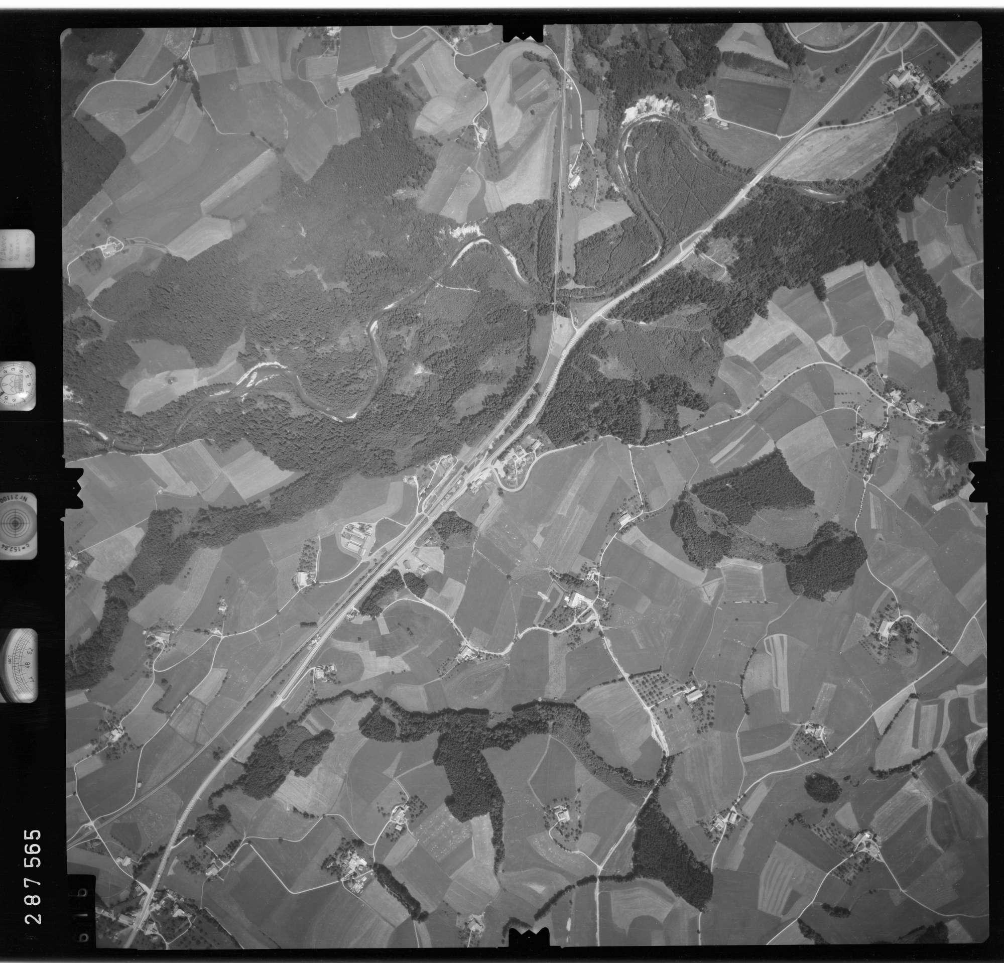 Luftbild: Film 76 Bildnr. 616, Bild 1