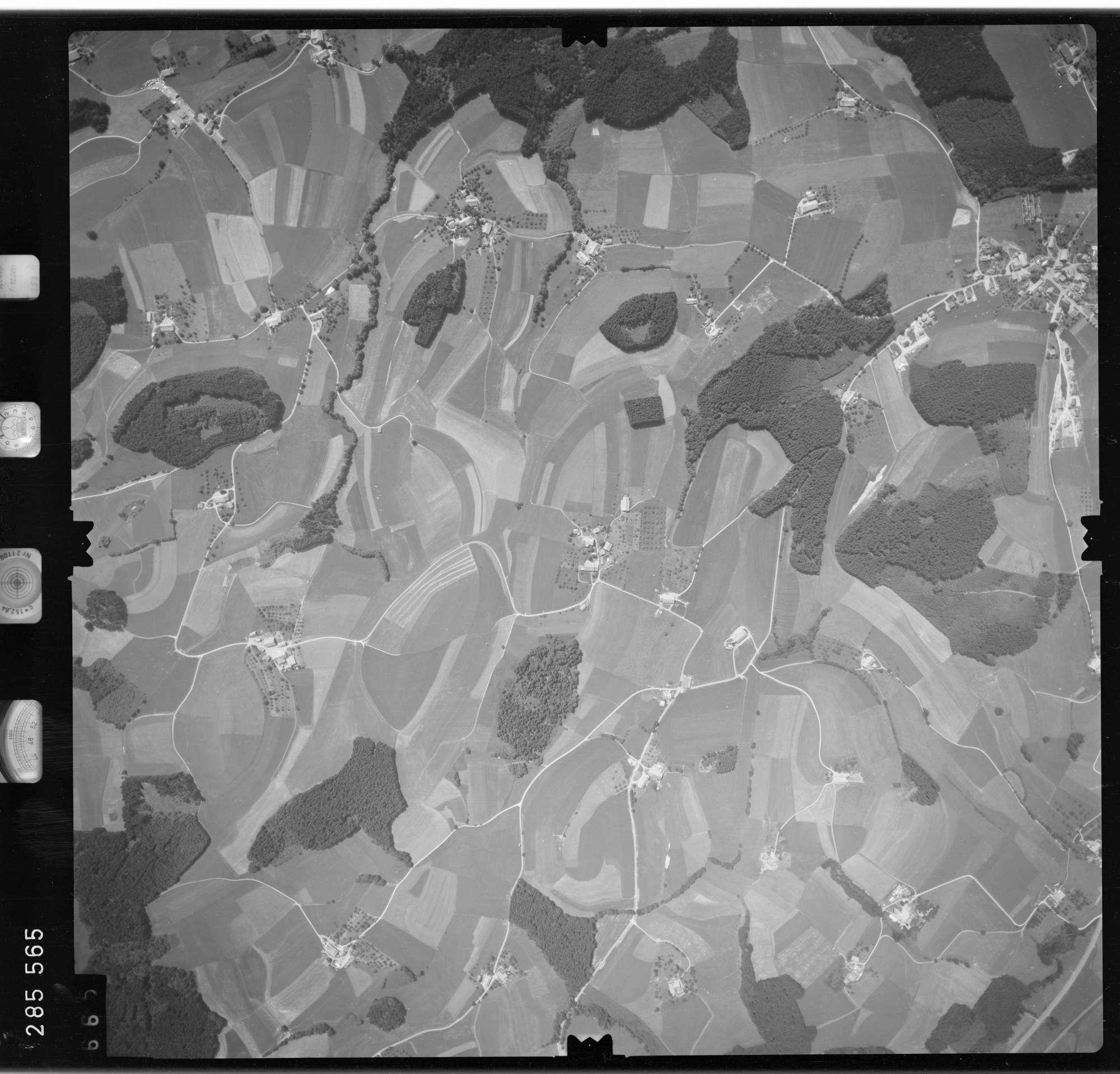 Luftbild: Film 76 Bildnr. 665, Bild 1