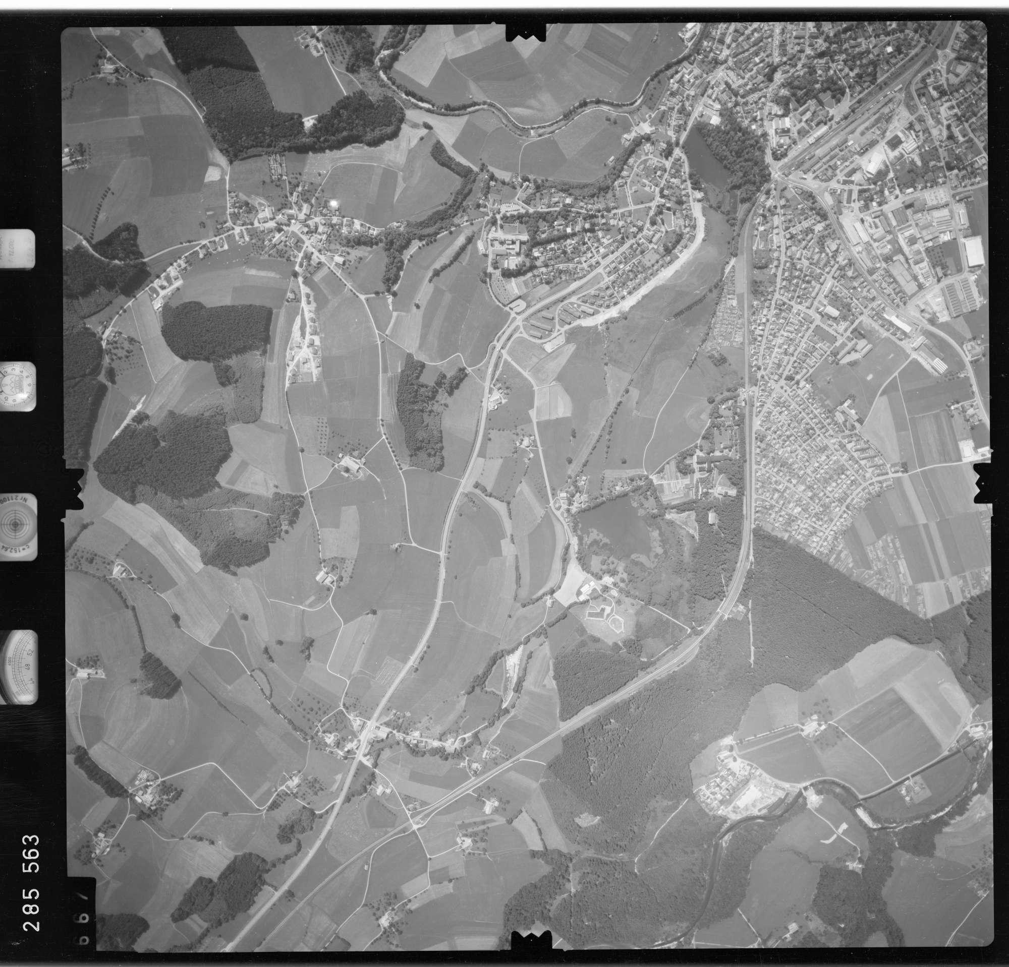 Luftbild: Film 76 Bildnr. 667, Bild 1