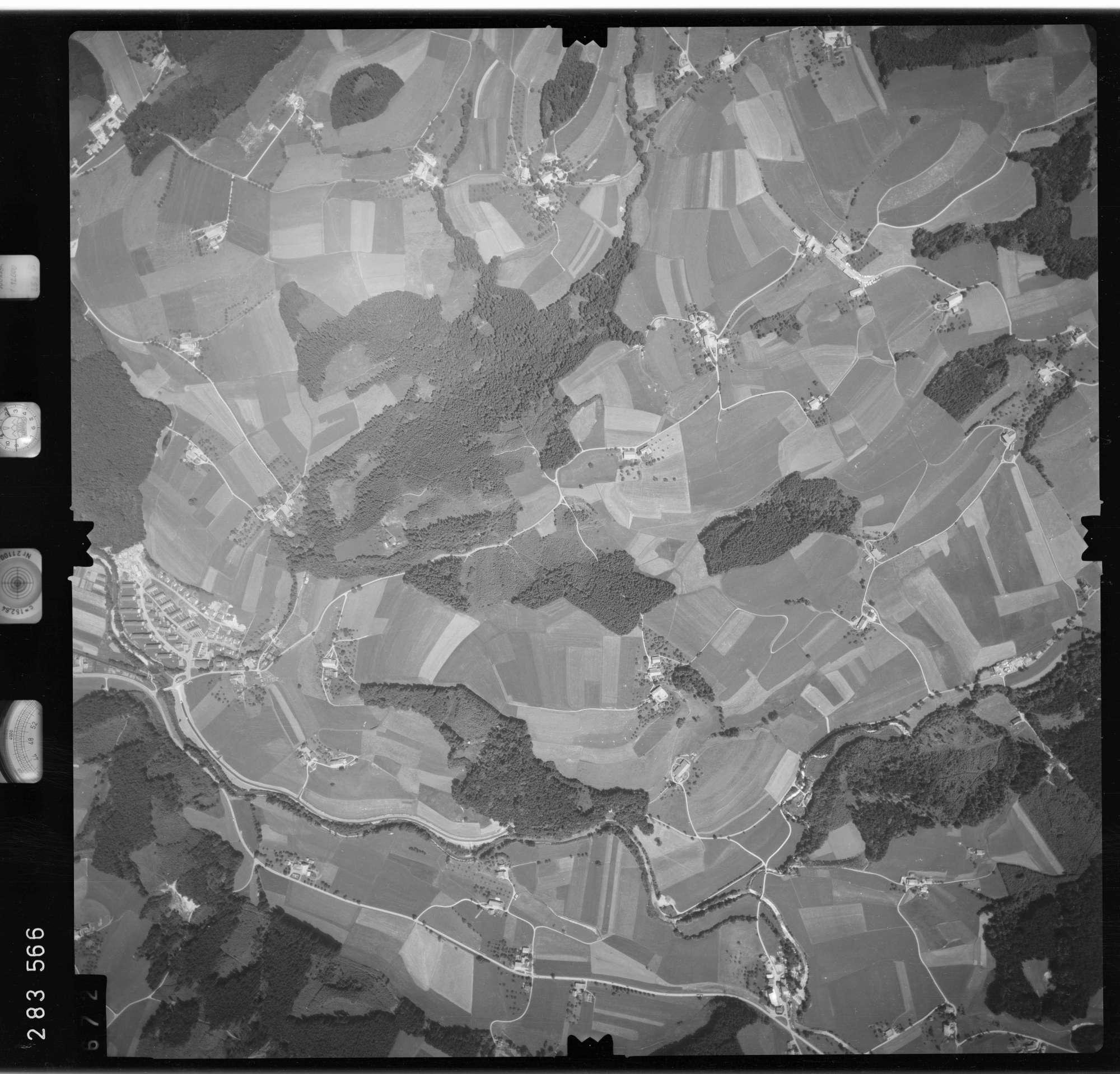 Luftbild: Film 76 Bildnr. 672, Bild 1
