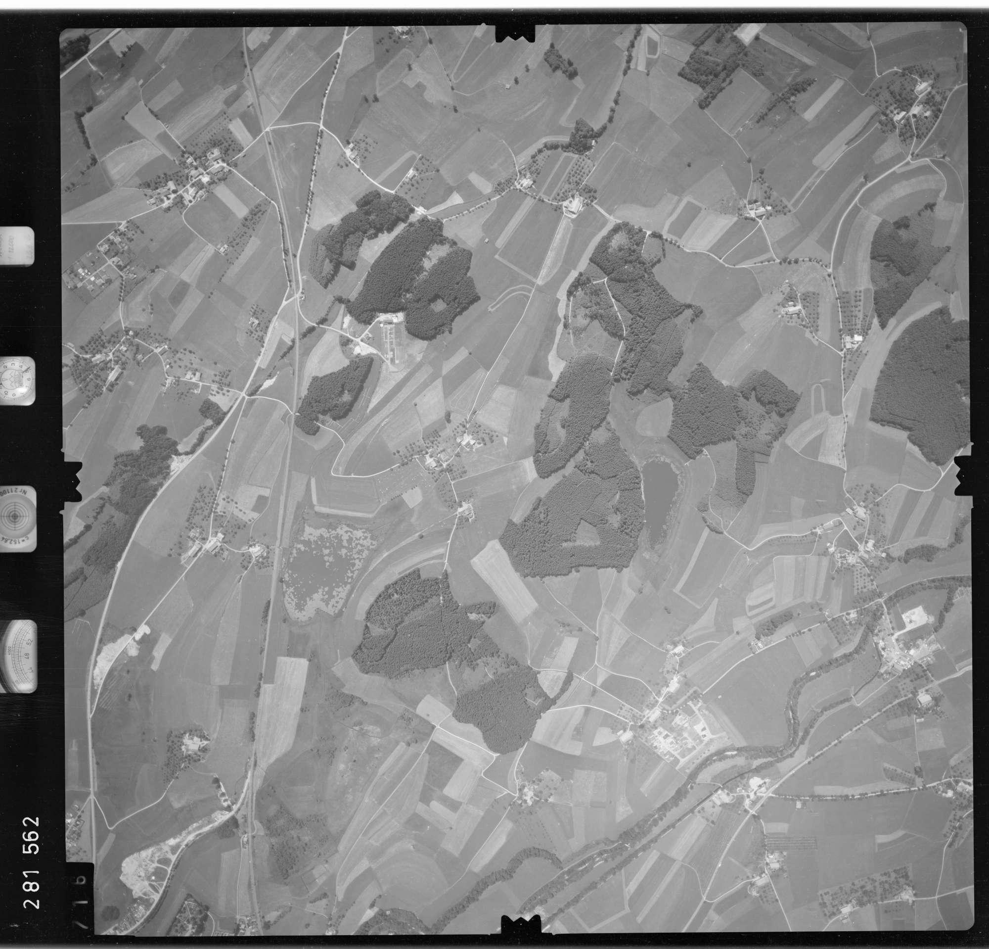 Luftbild: Film 76 Bildnr. 716, Bild 1