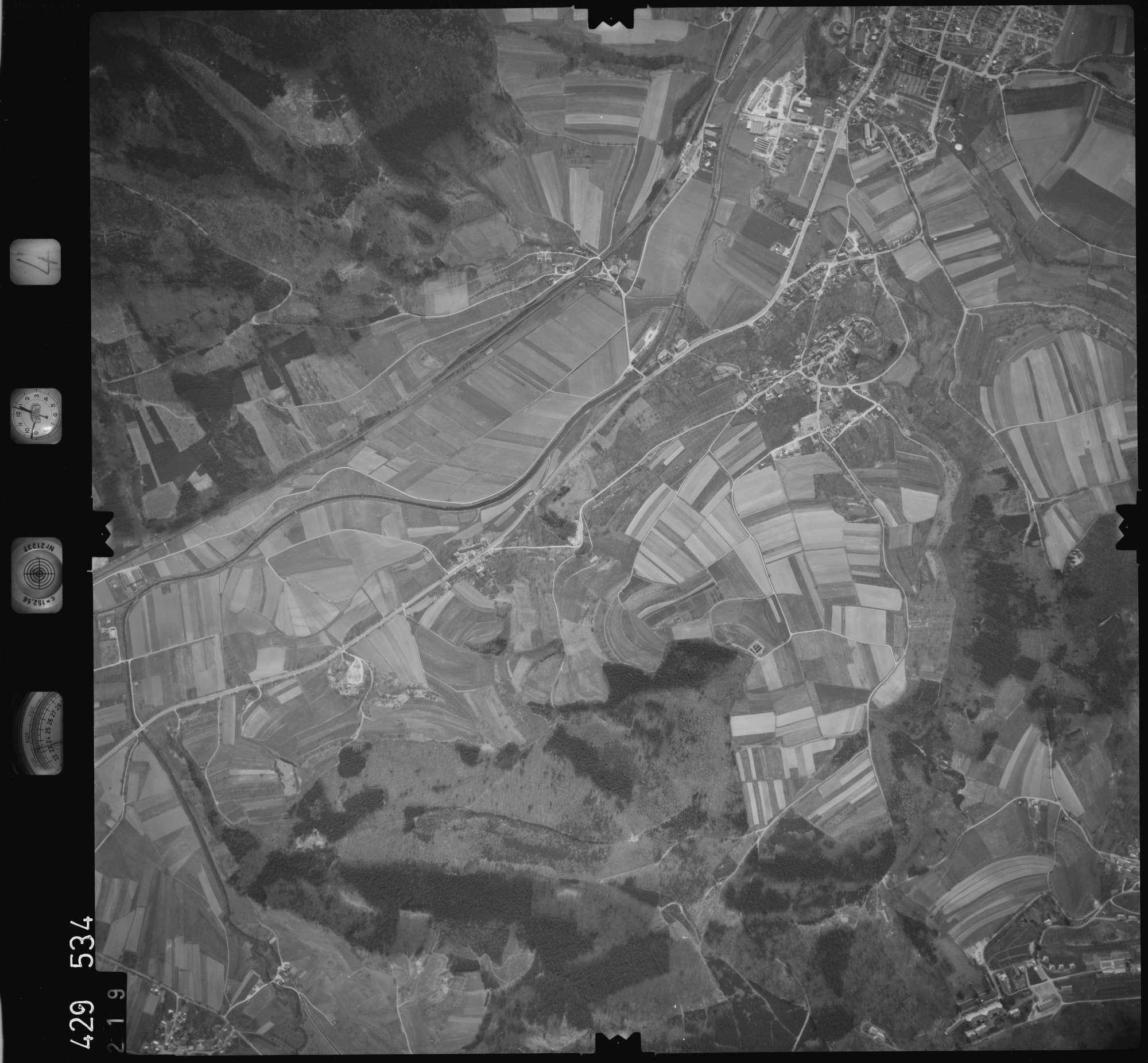 Luftbild: Film 4 Bildnr. 219, Bild 1